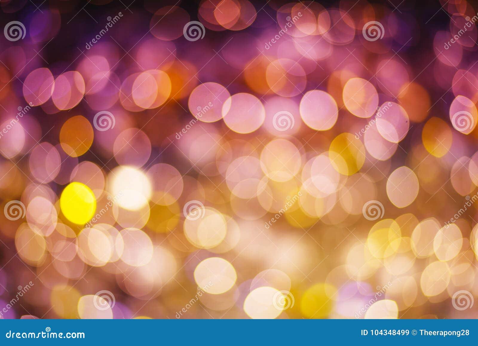 Estrellas que brillan del oro y del fondo abstracto púrpura del bokeh para c