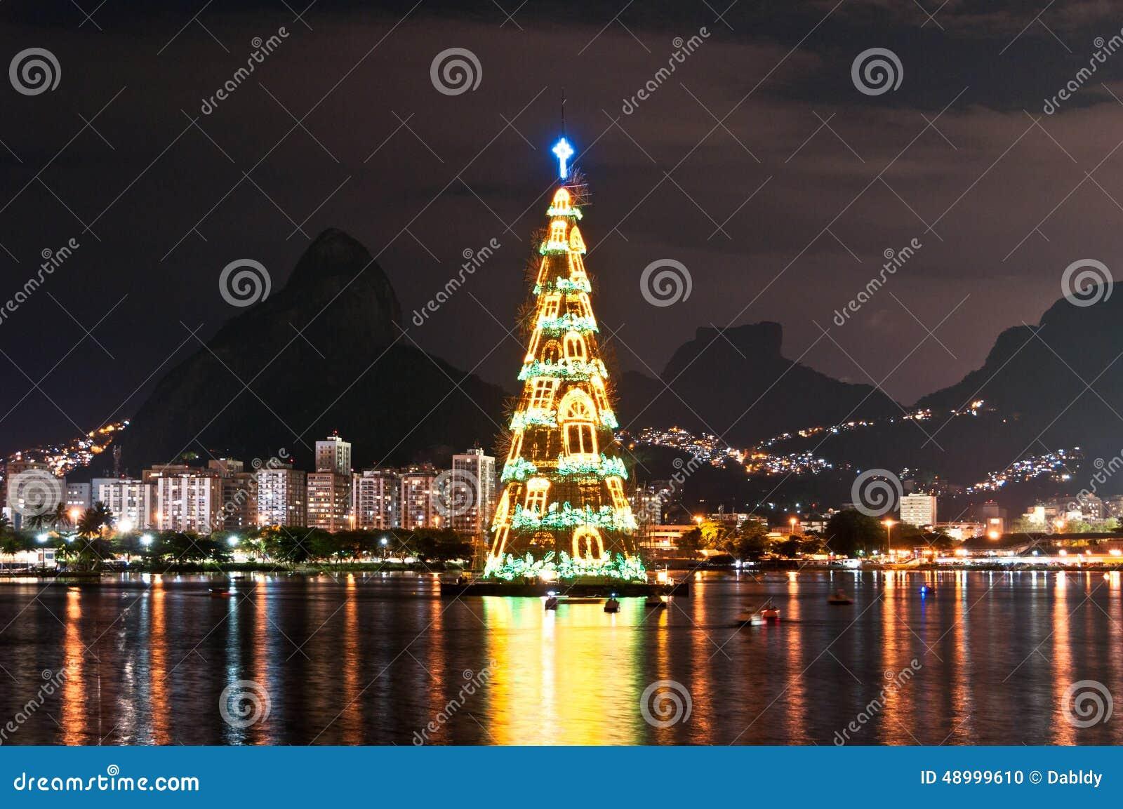 Estructura arborescente de árbol de navidad en Rio de Janeiro