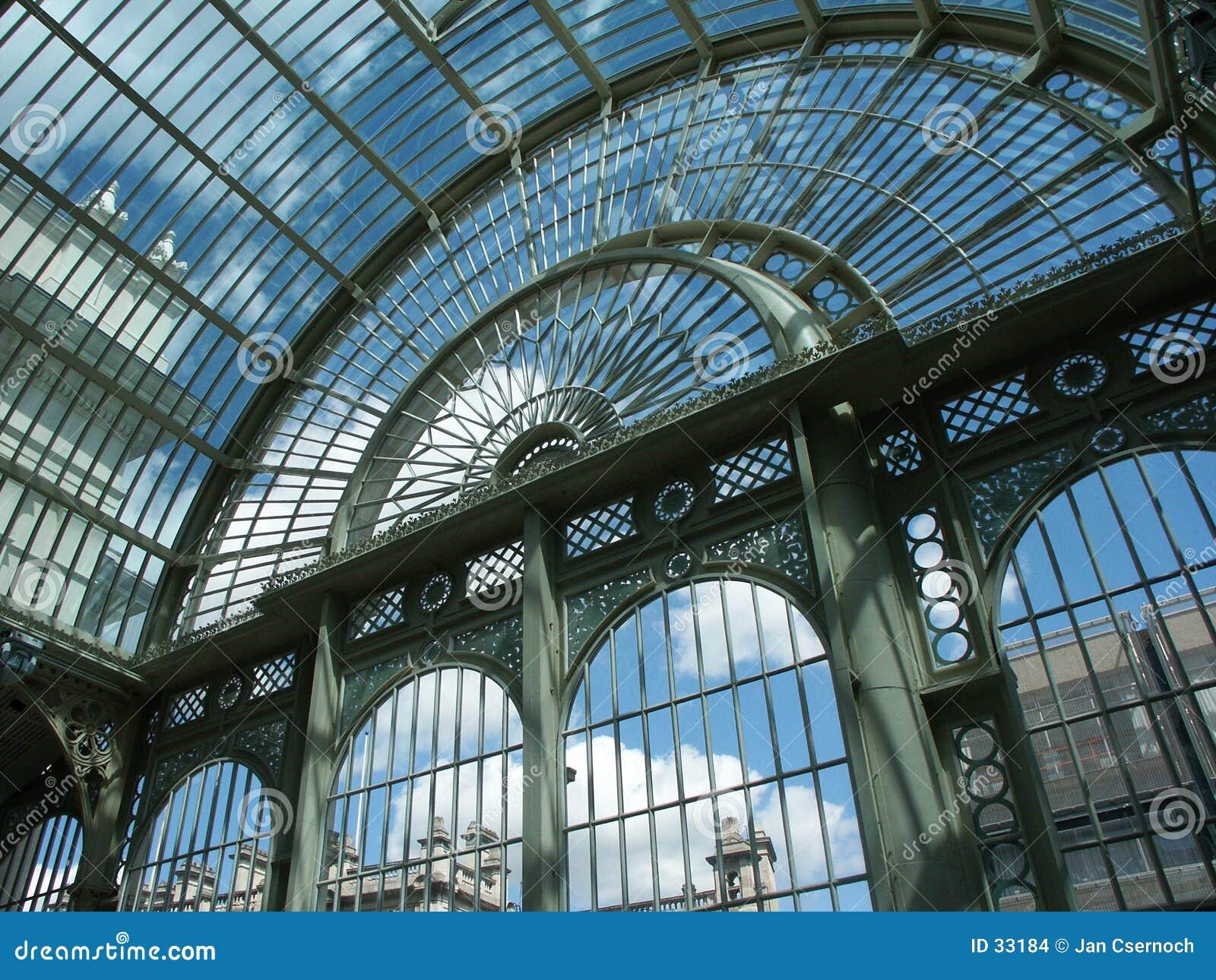 Estructura de acero y de cristal