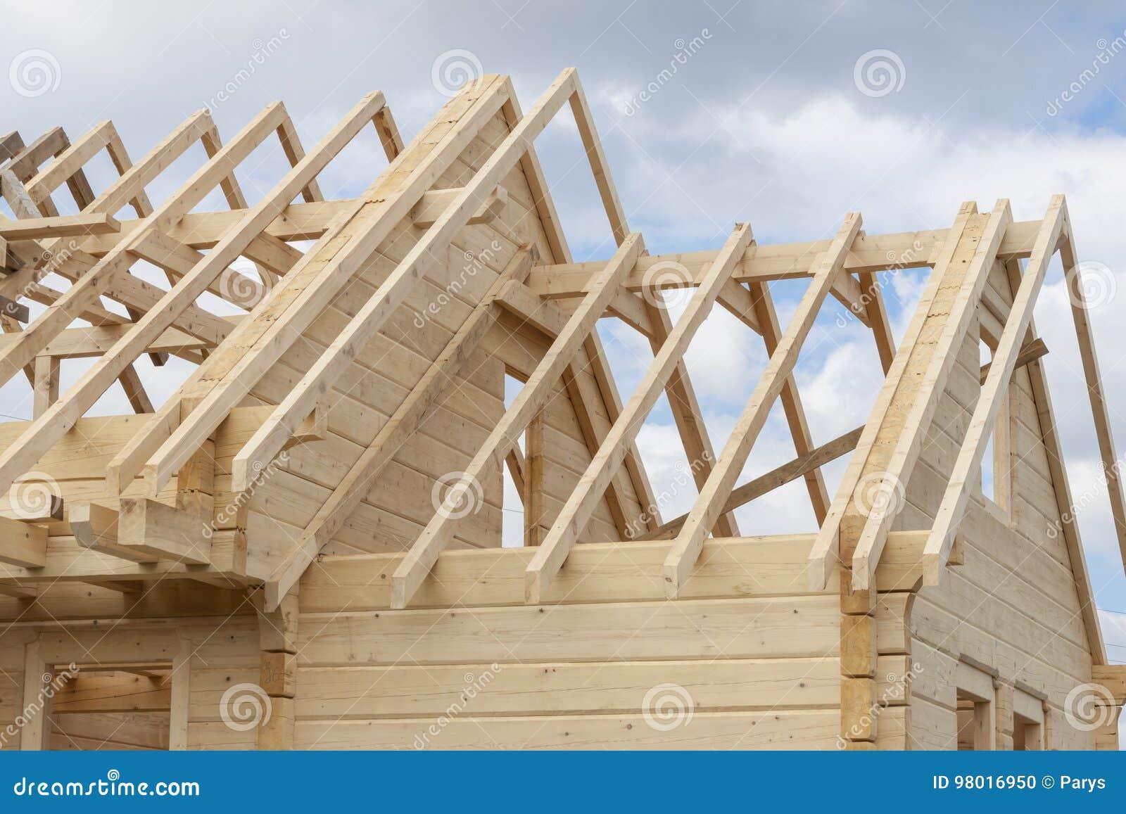 Estructura De Una Casa De Madera Bajo Construcción Foto De Archivo Imagen De Registro Braguero 98016950