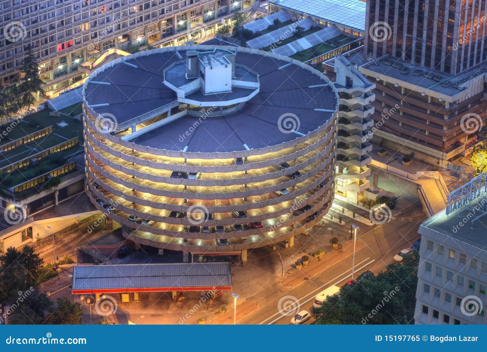 Estructura del estacionamiento en Lyon, Francia