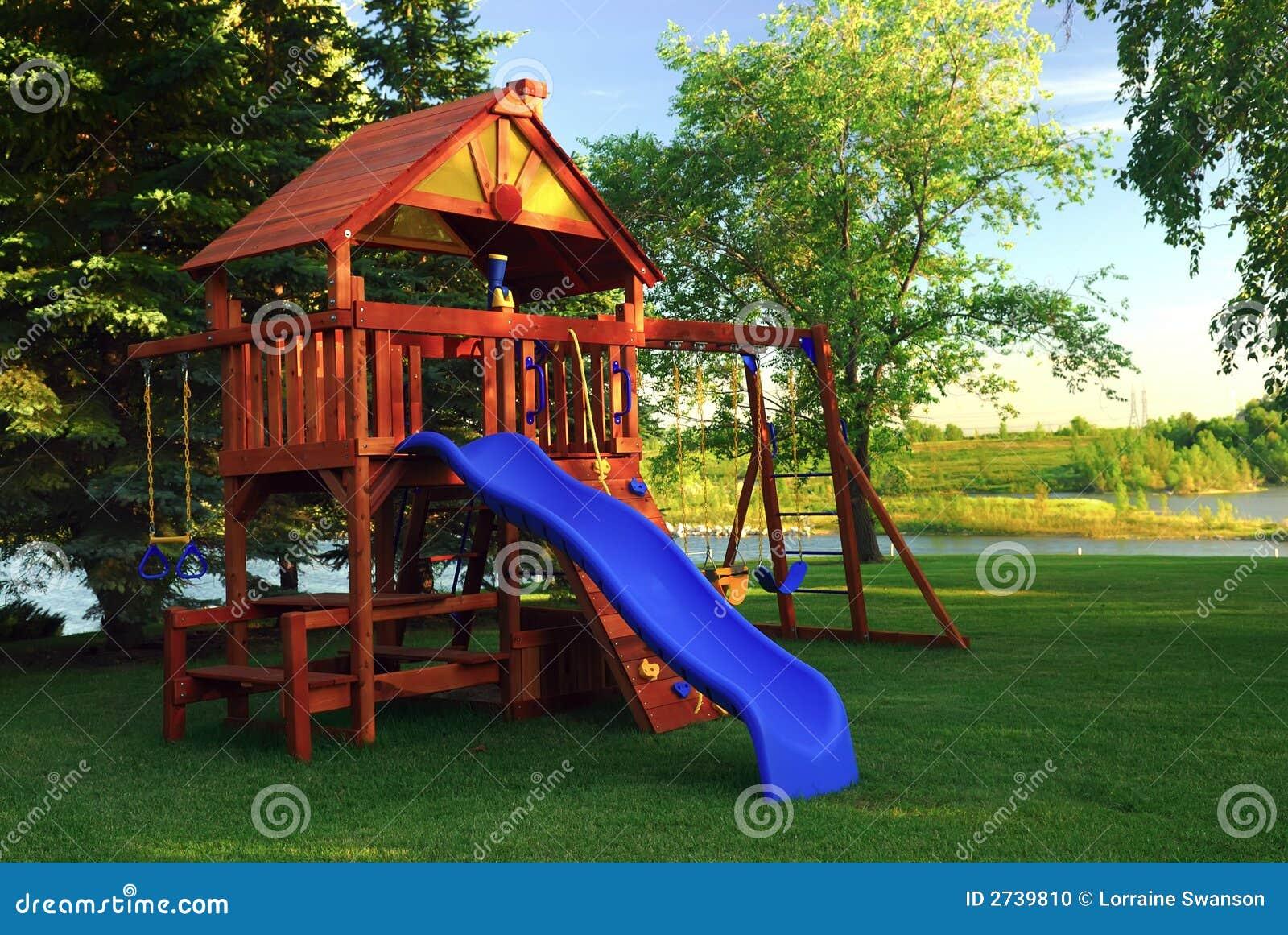 Estructura del juego del patio trasero foto de archivo imagen 2739810 for Juegos para jardin nios