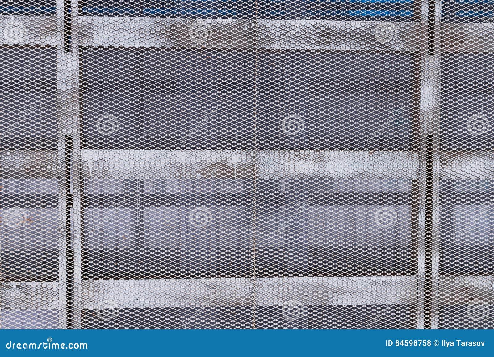 Estructura Del Metal De Las Barras Y De La Malla Foto De