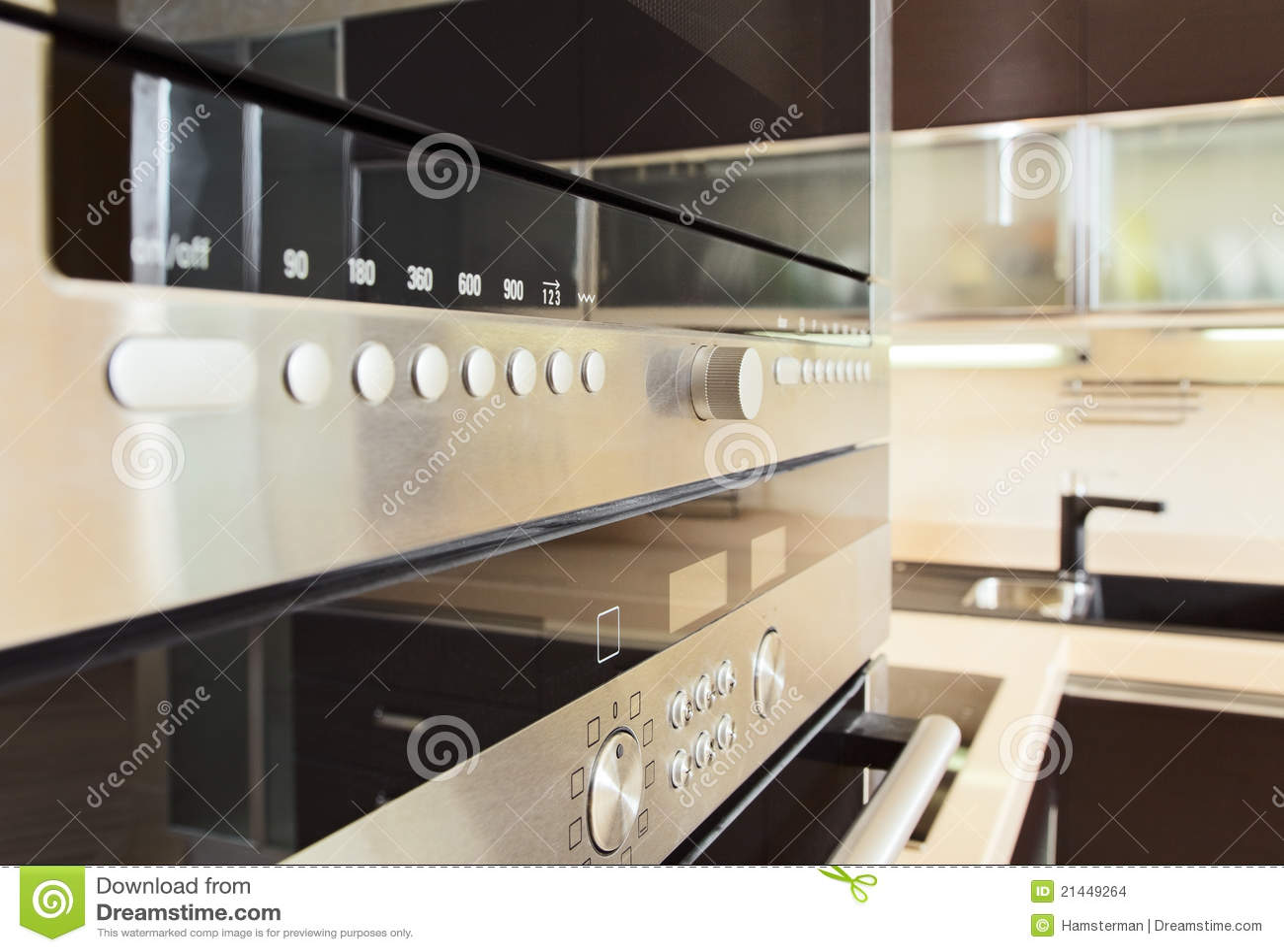 Estructura en el horno microondas en cocina moderna for Estructura de cocinas modernas