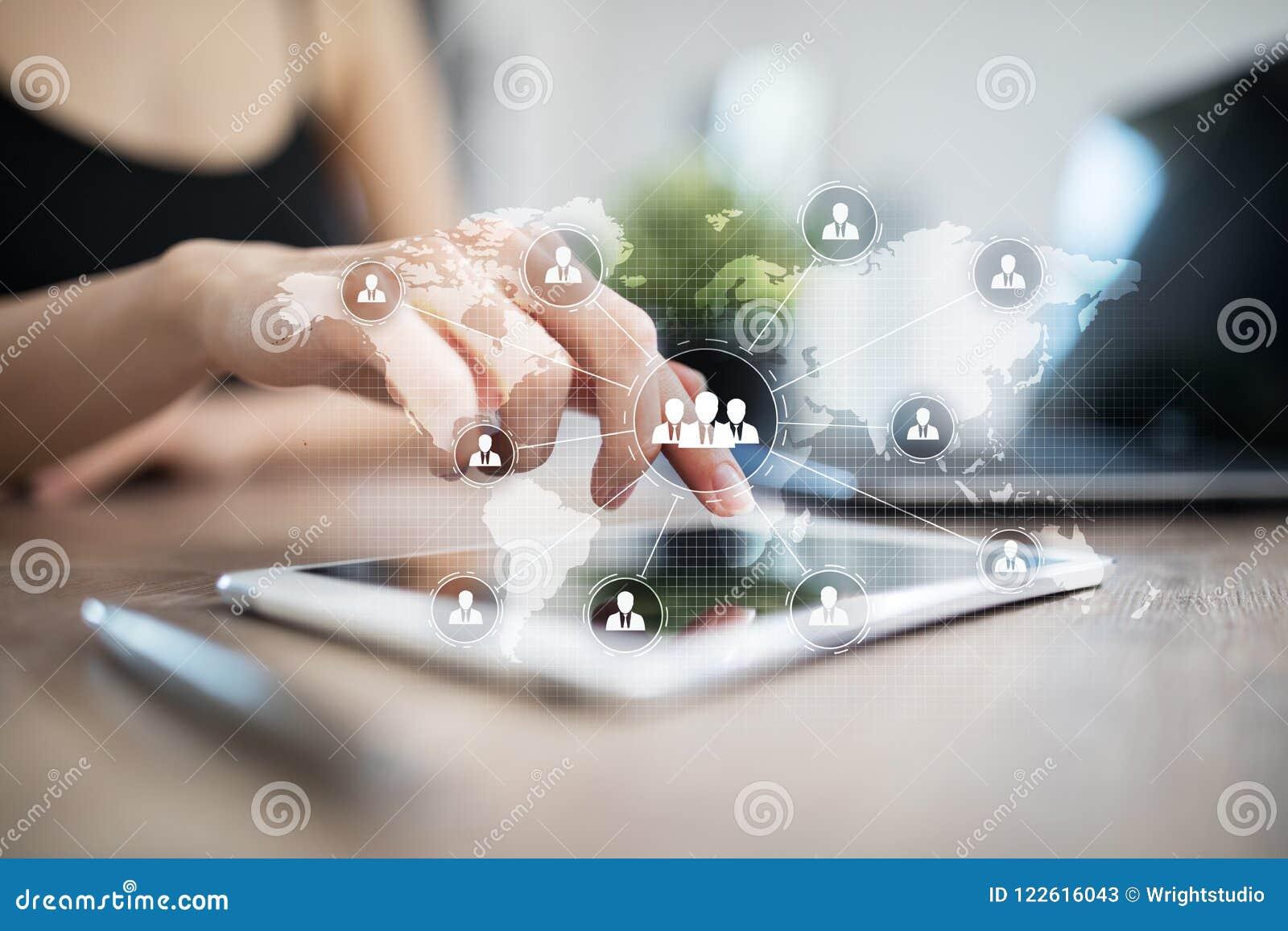 Estrutura de organização dos povos Hora Recursos humanos e recrutamento Tecnologia de uma comunicação e do Internet