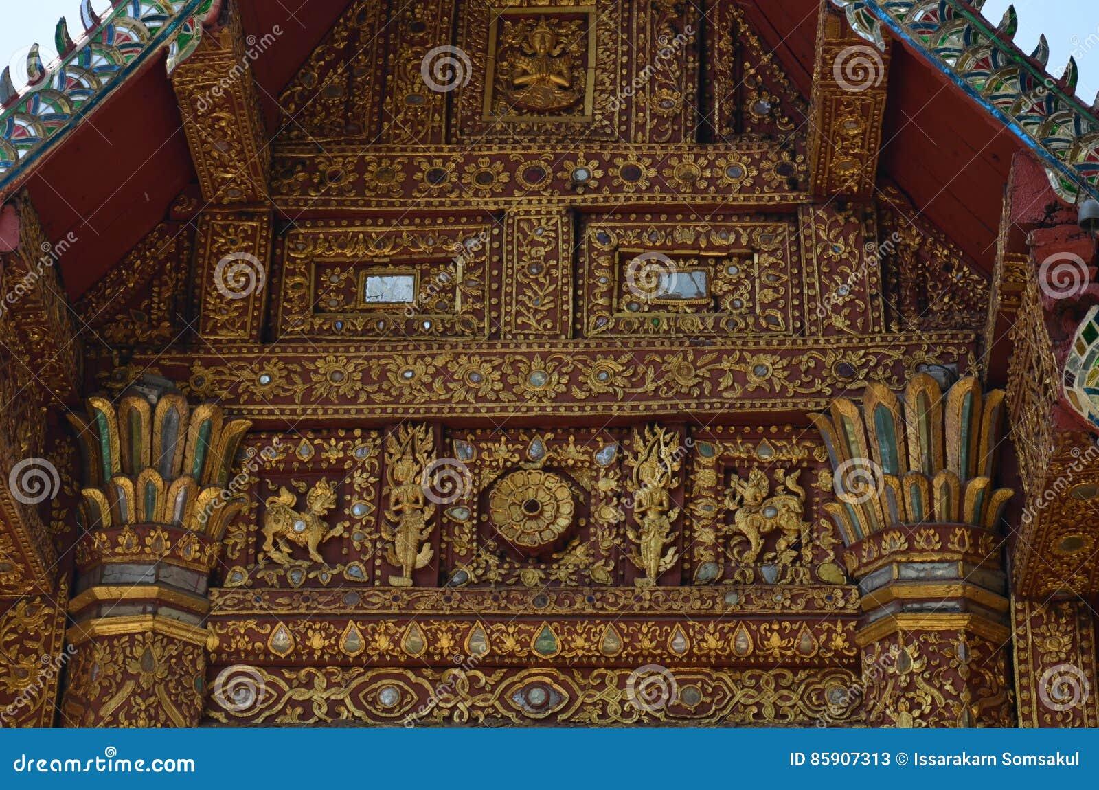 A estrutura de telhado do frontão tradicional revela um cavalo?