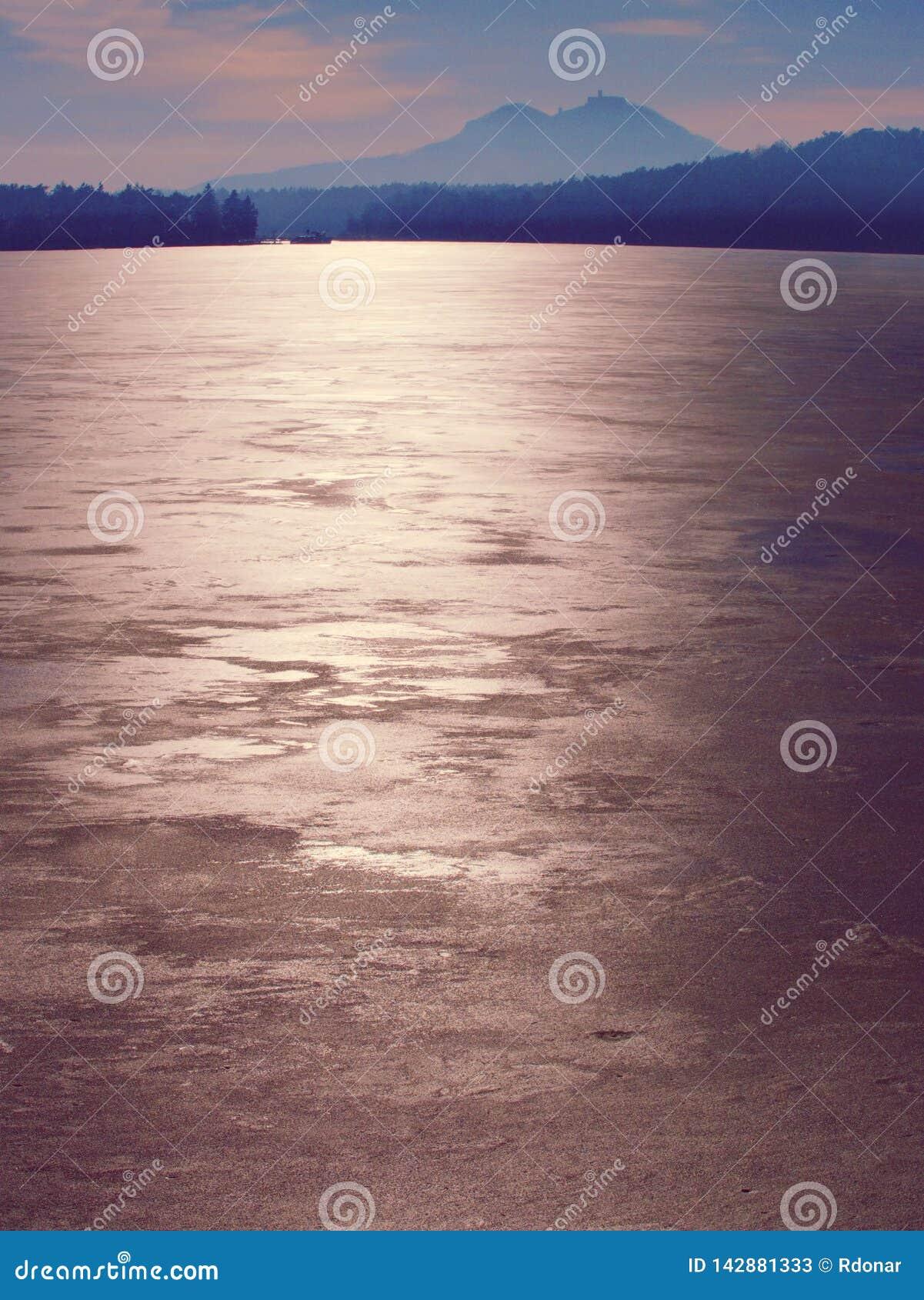 Estrutura do mar congelado e do dia ensolarado Foco seletivo