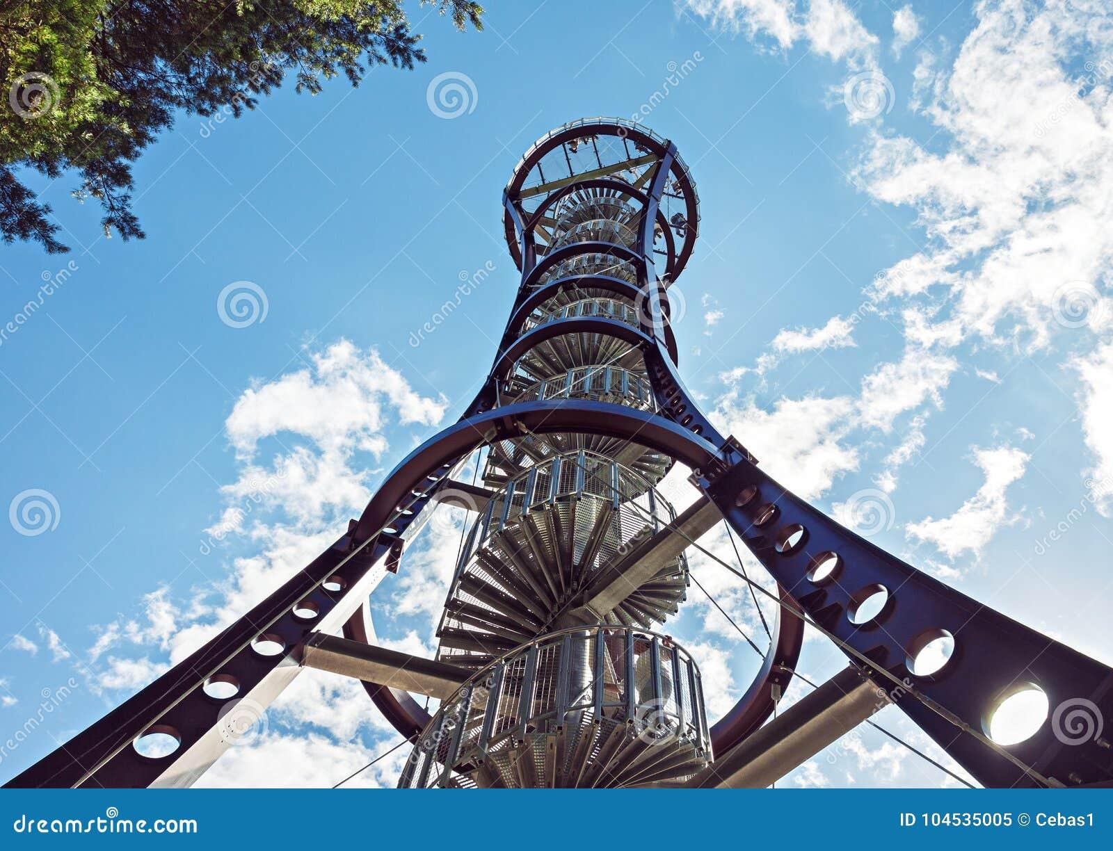 Estrutura do metal da torre de observação dos animais selvagens