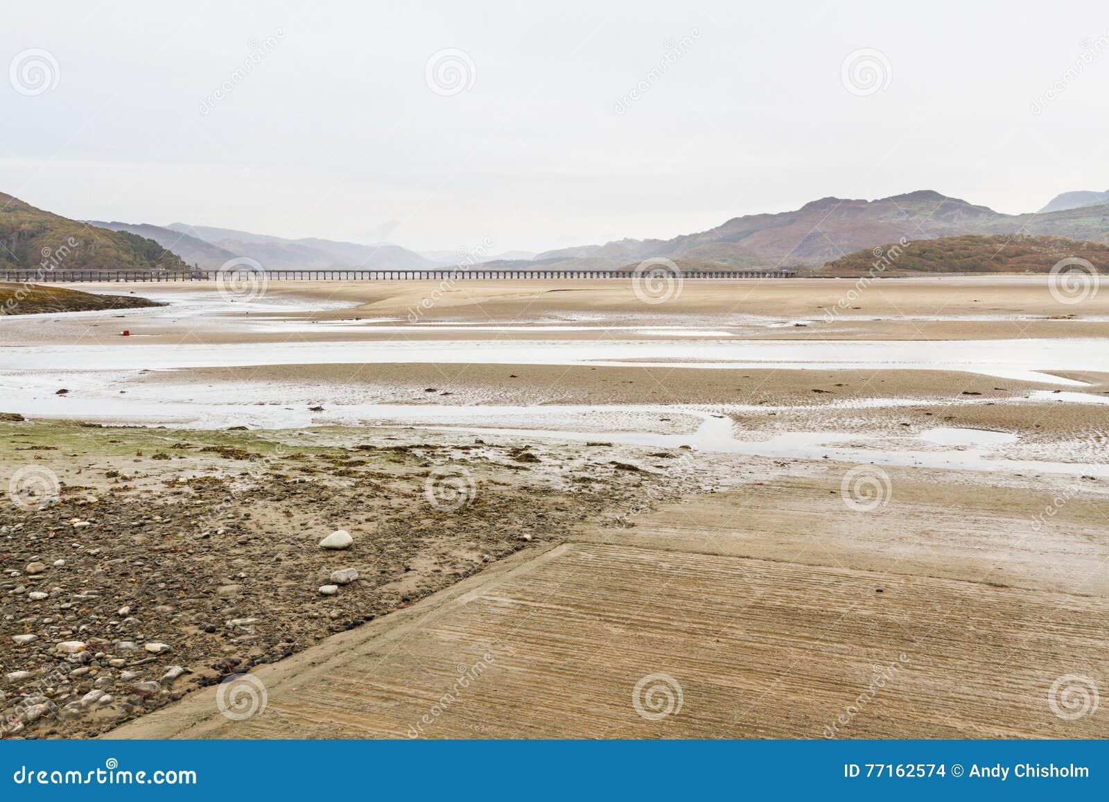 Estuaire et viaduc de Mawddach