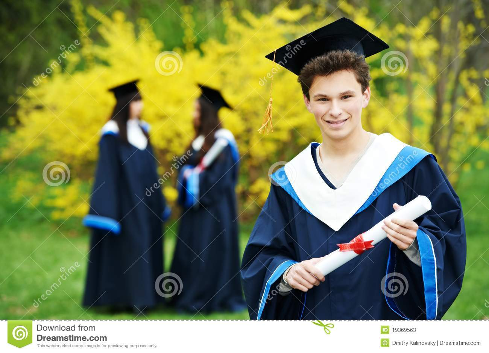 Estudante feliz da graduação
