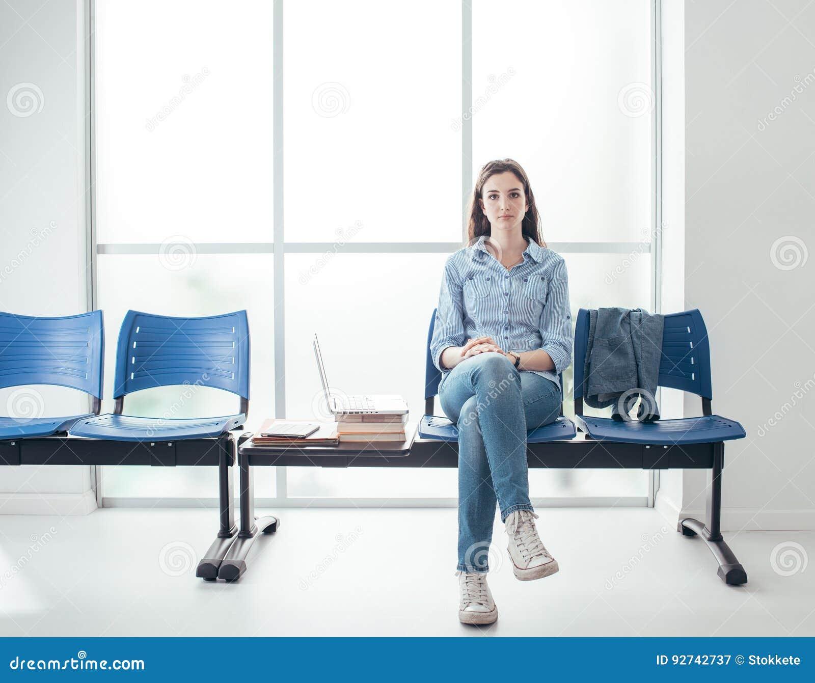 Estudante na sala de espera