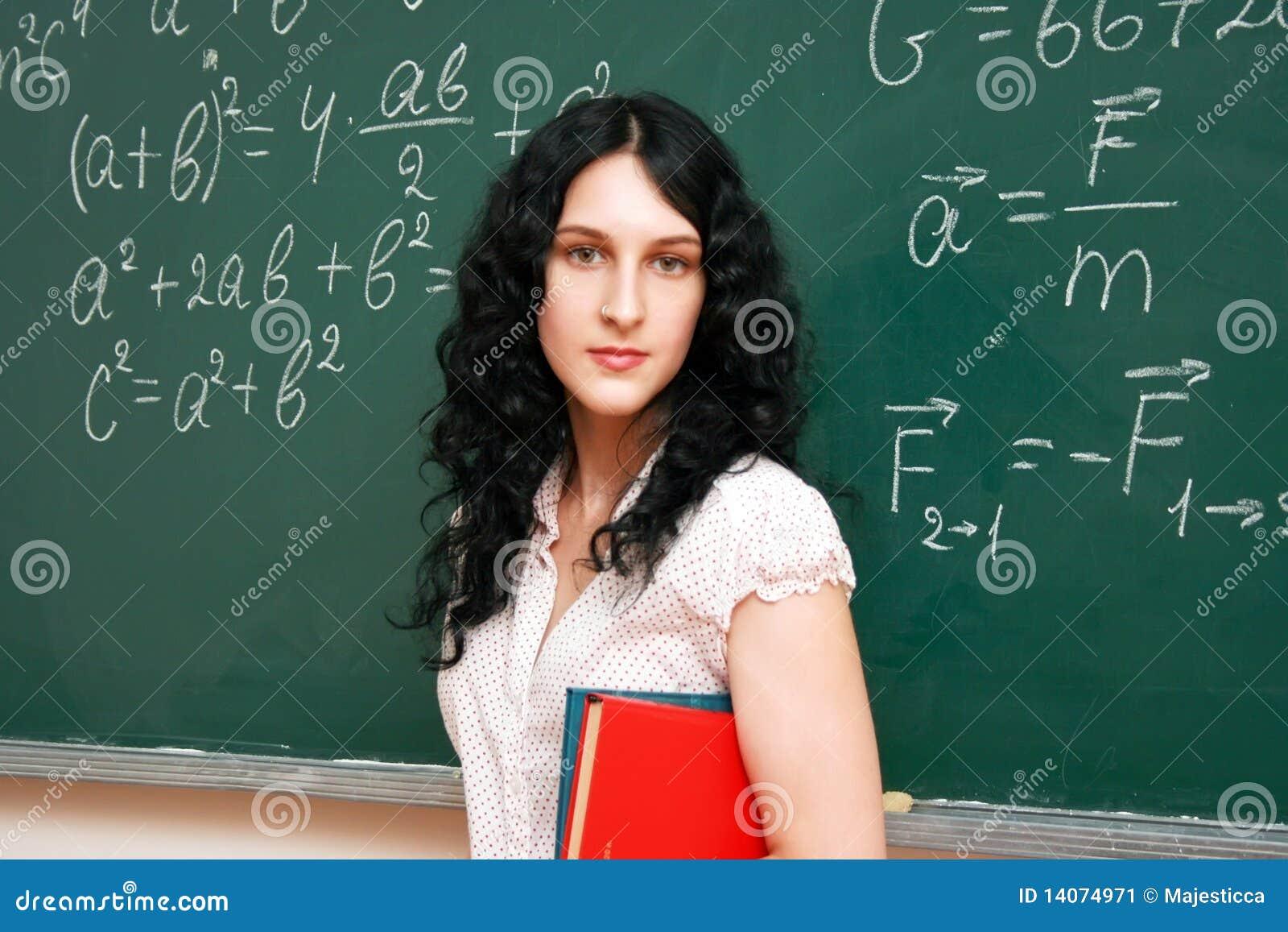 Estudante no quadro-negro