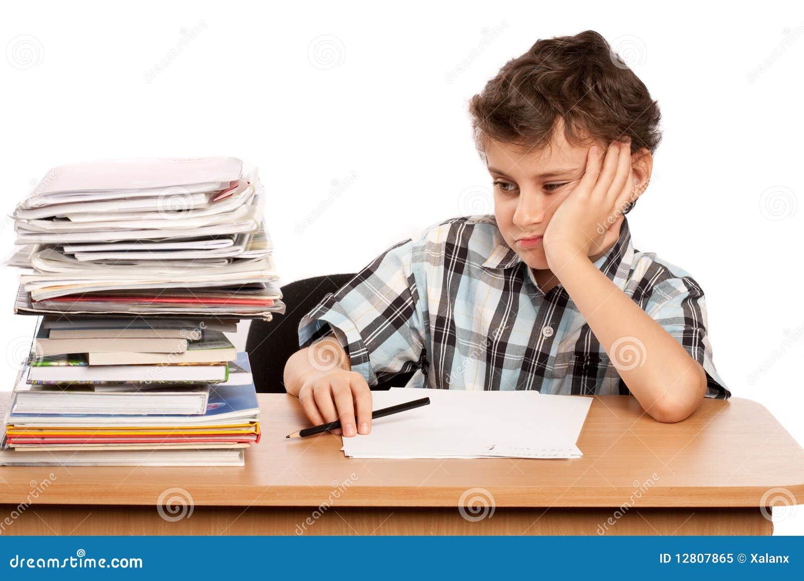 Estudante oprimida por livros