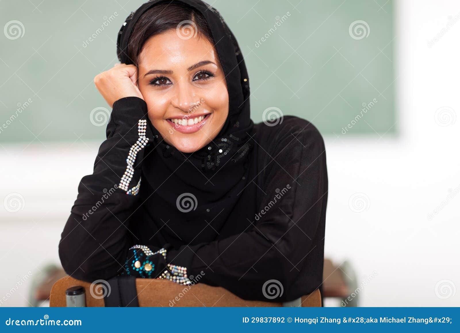 Estudante universitário árabe