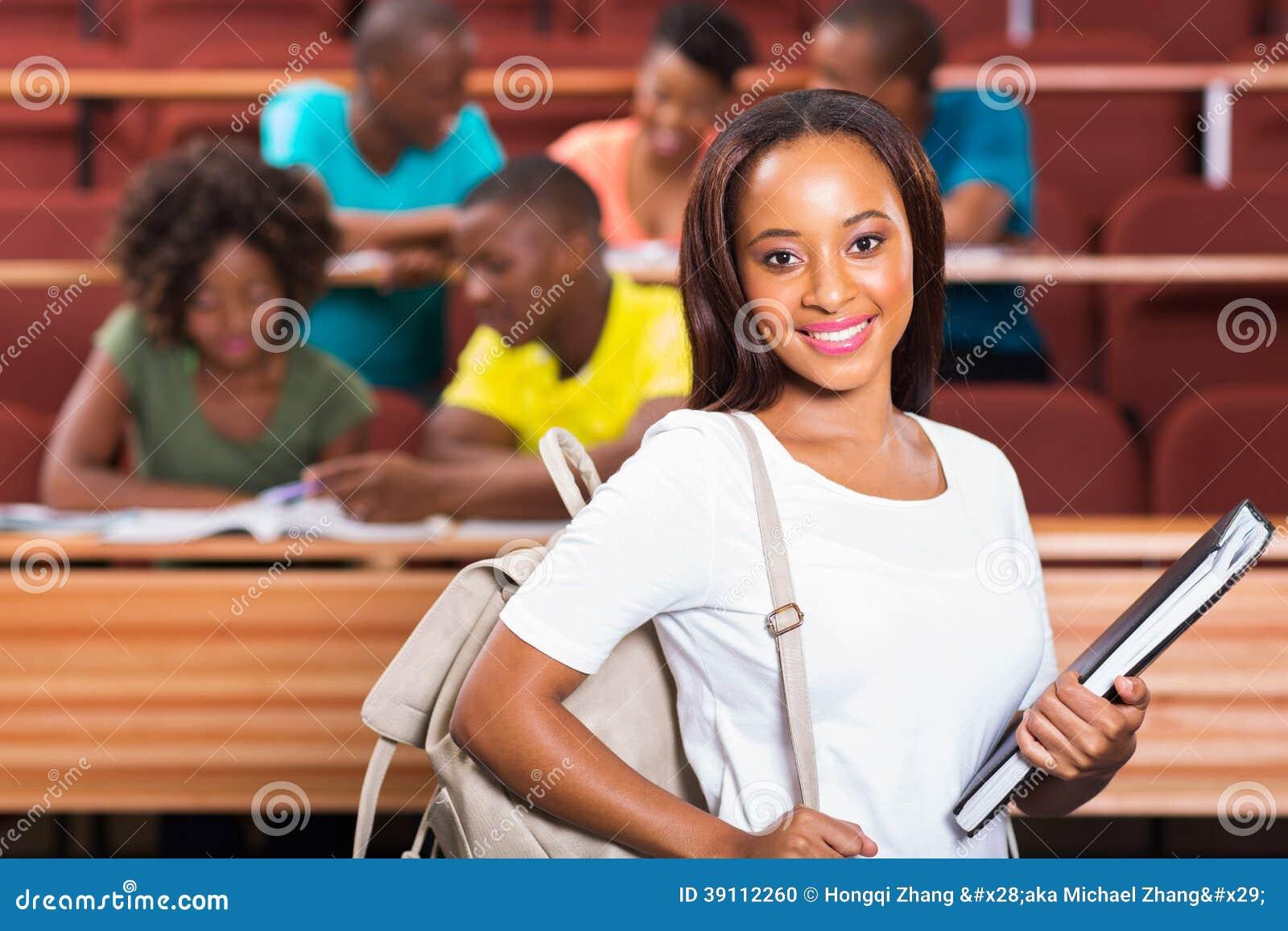 Estudante universitário africana