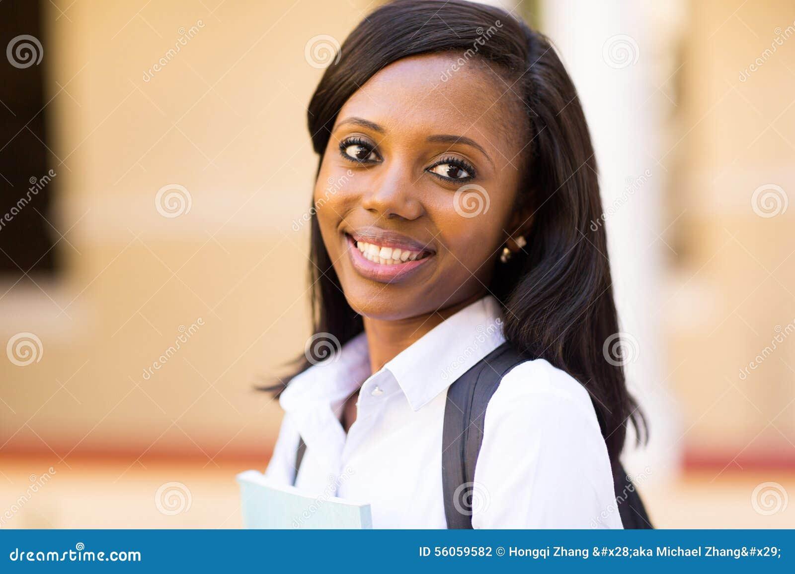 Estudante universitário afro-americana