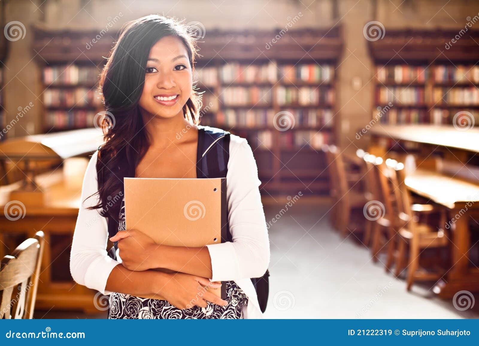 Estudante universitário asiático