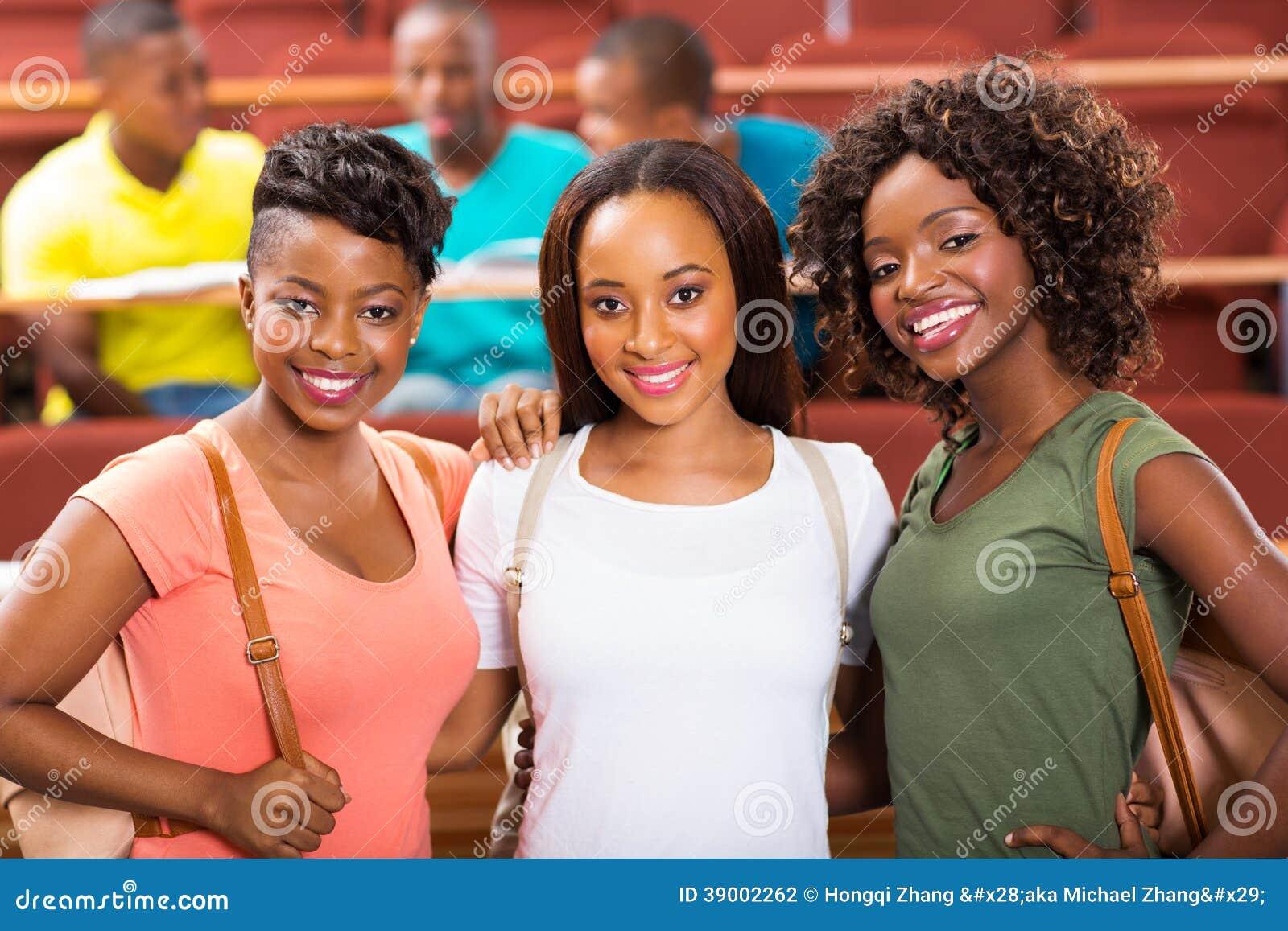 Estudantes africanos fêmeas do grupo