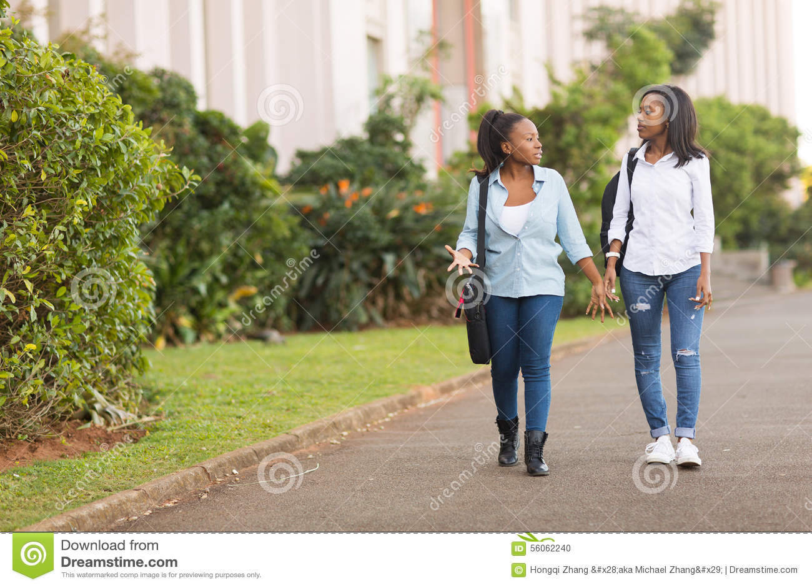 Estudantes que andam junto