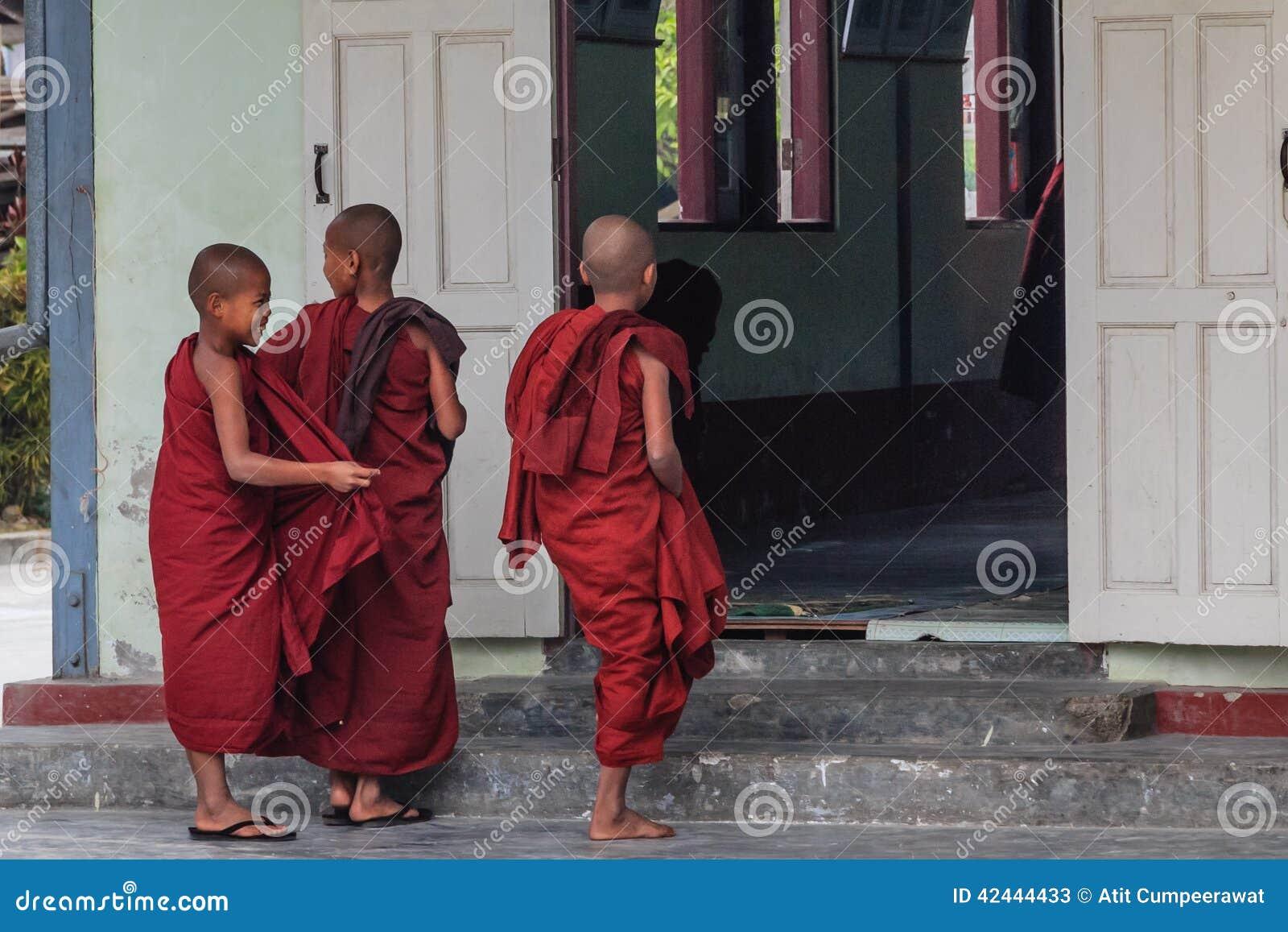 Estudiando, Nyaung Shwe en Myanmar (Burmar)