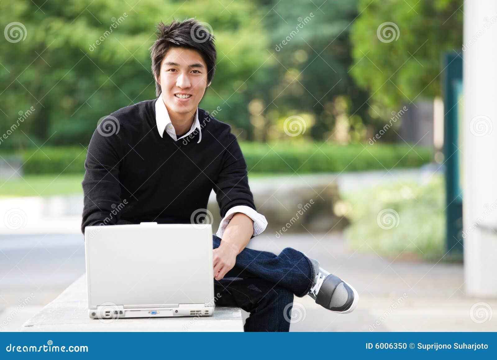 Estudiante asiático