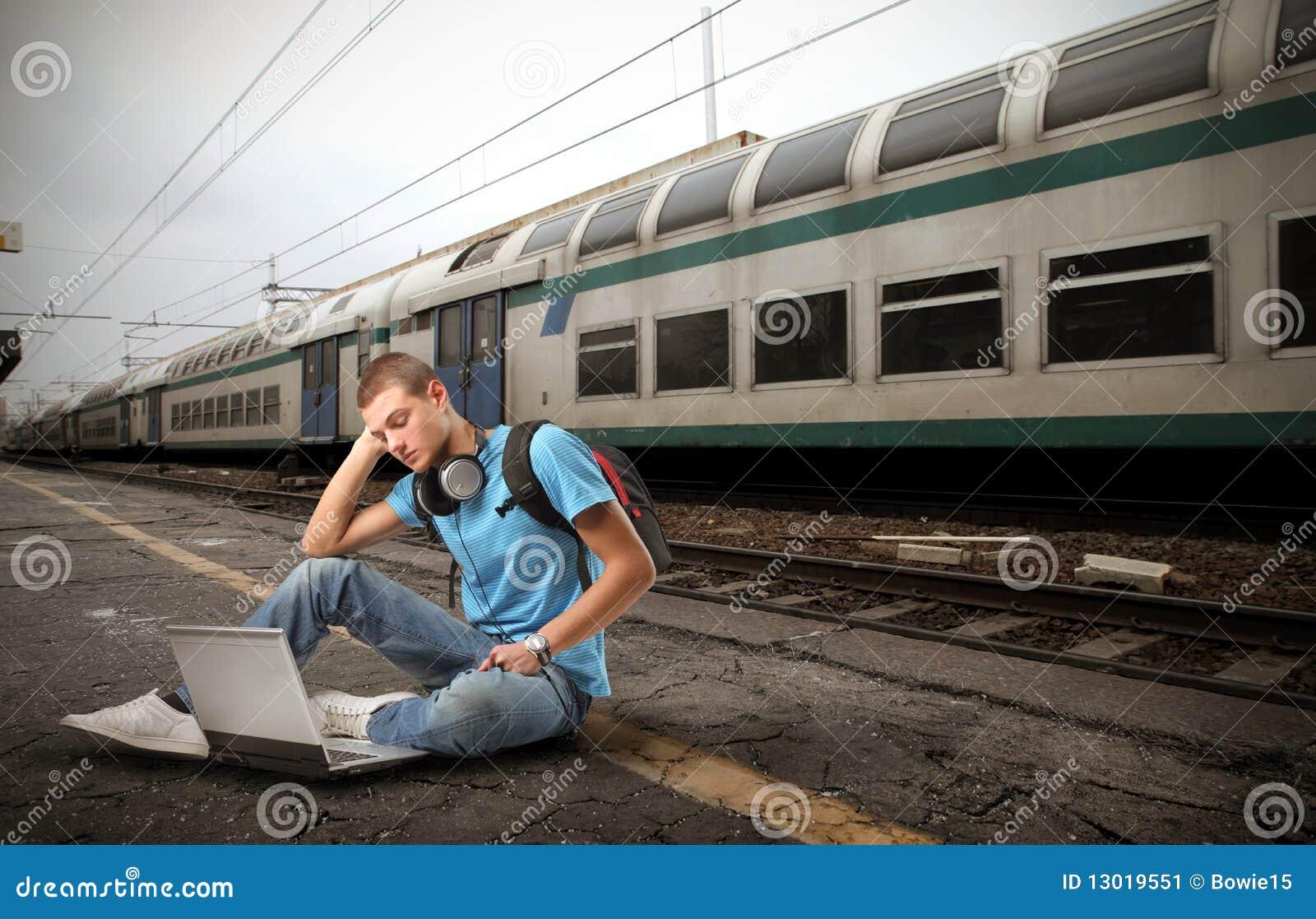 Estudiante en la estación