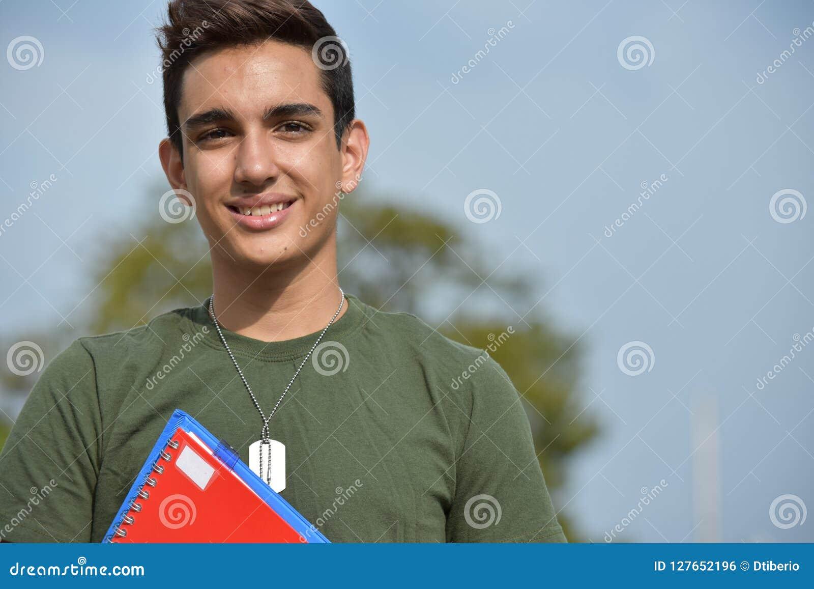 Estudiante militar adolescente masculino hispánico And Happiness