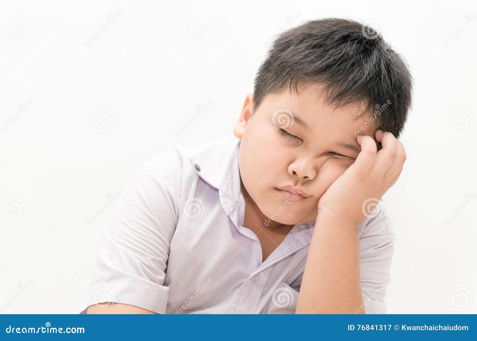 Estudiante tailandés del muchacho soñoliento