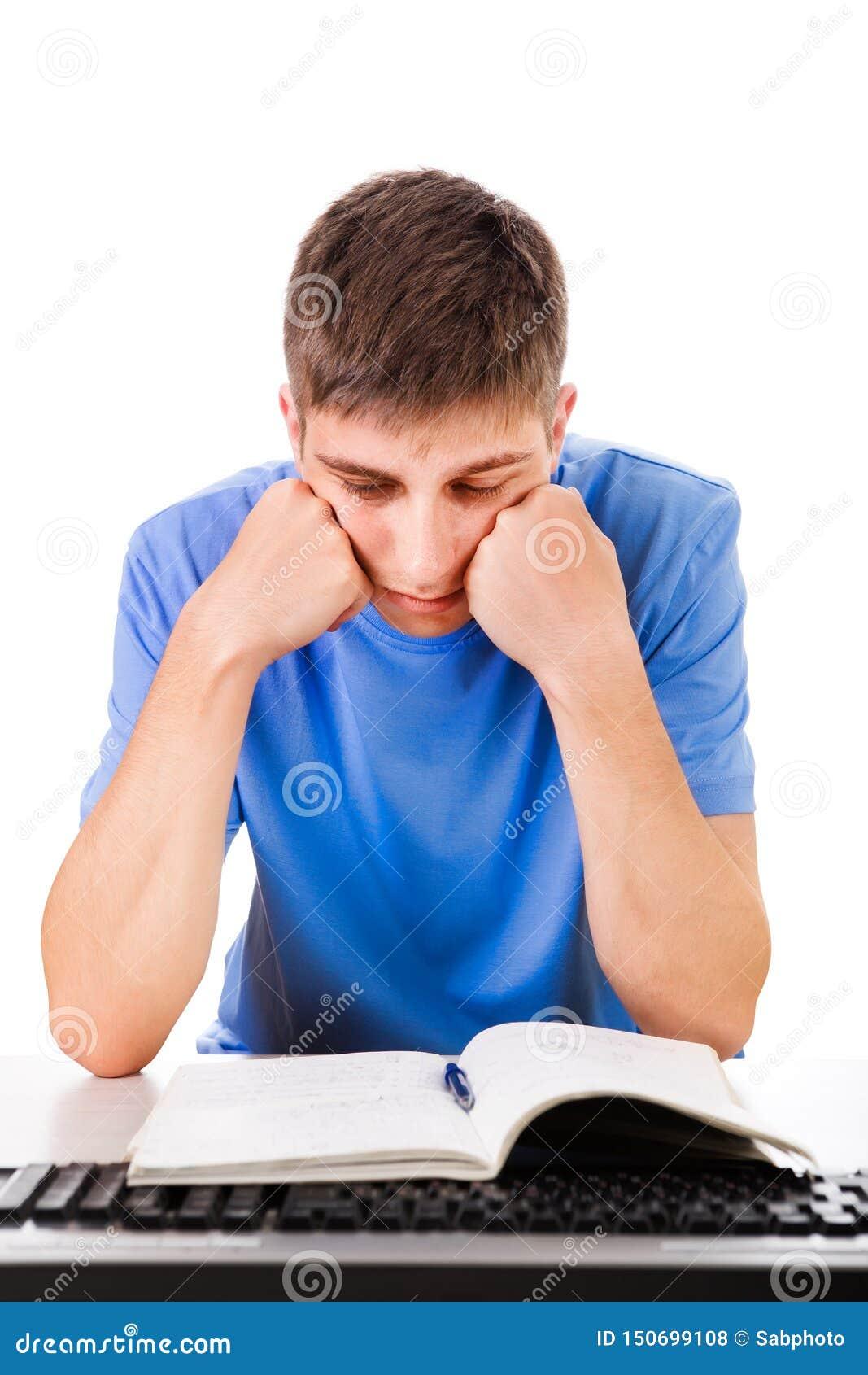 Estudiante triste con libros