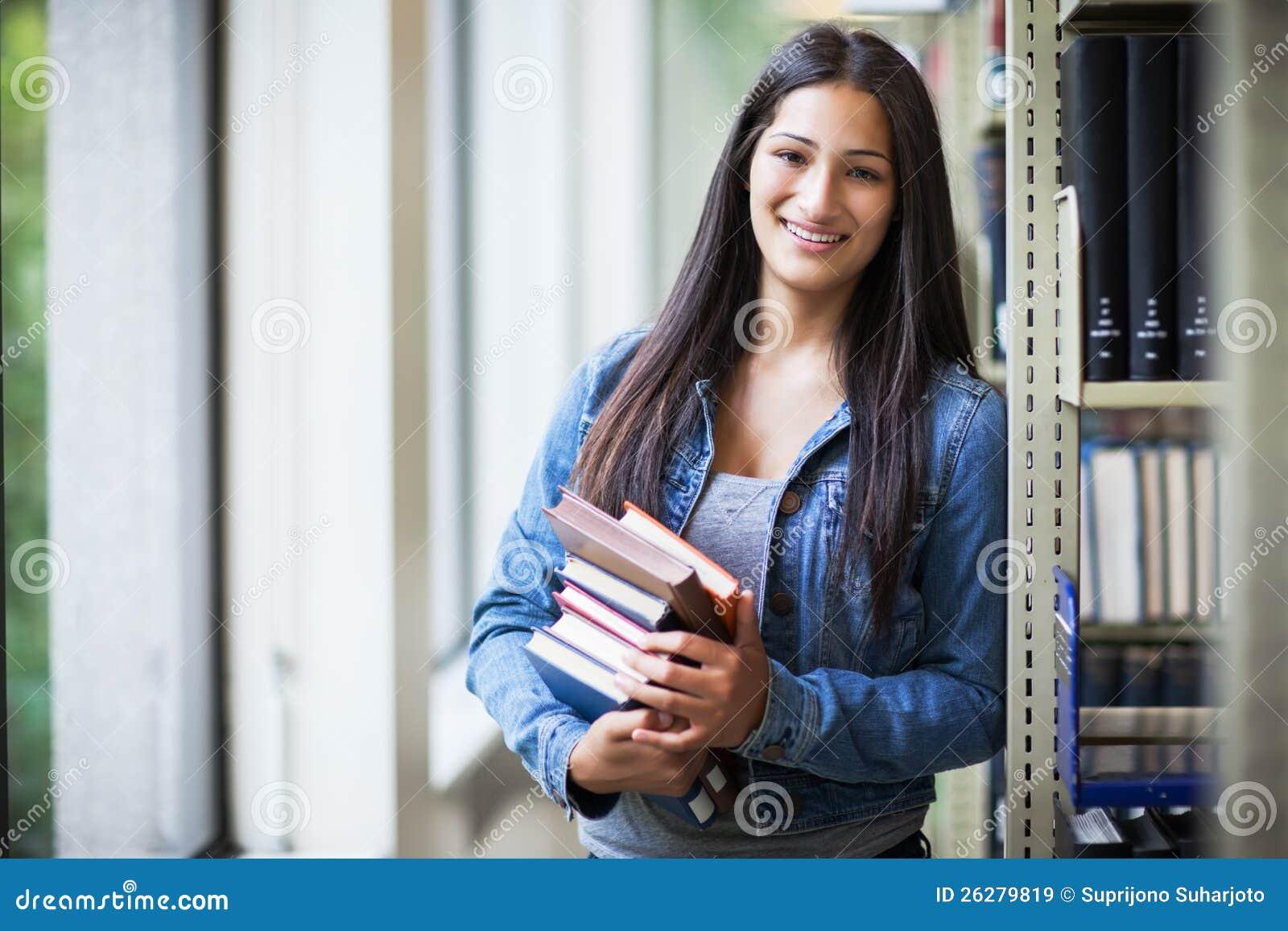 Estudiante universitario hispánico