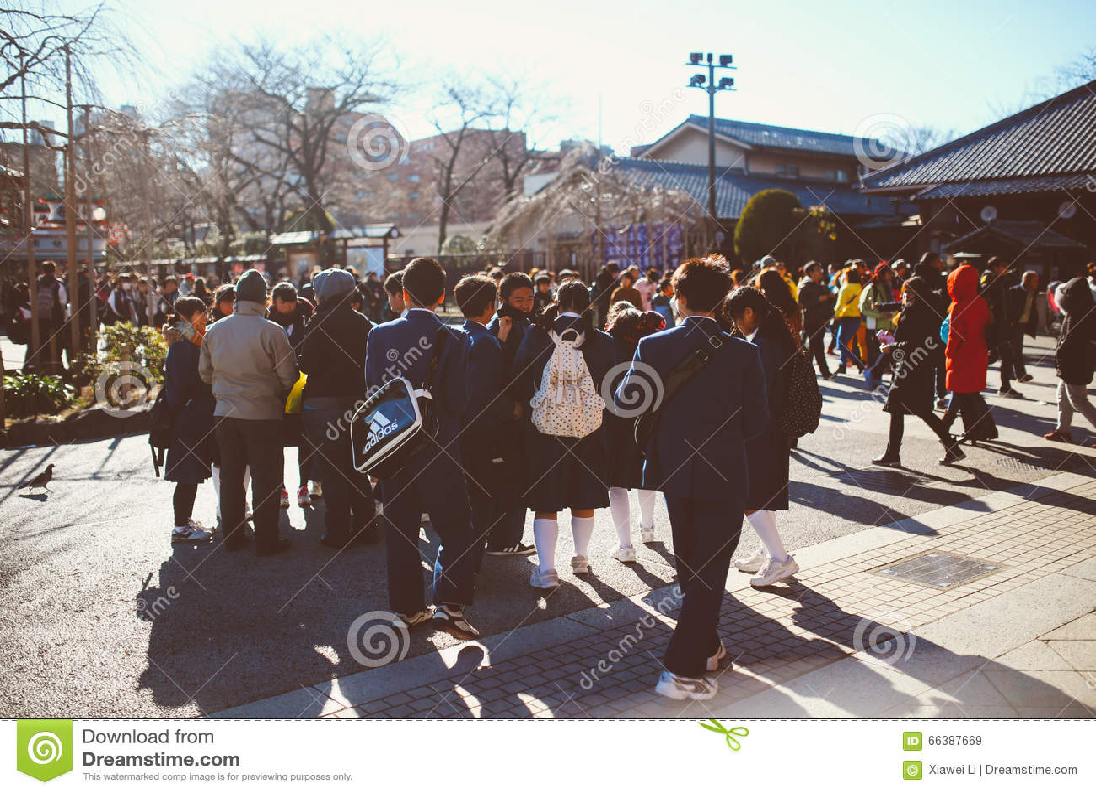 Estudiantes del templo de Asakusa Kannon