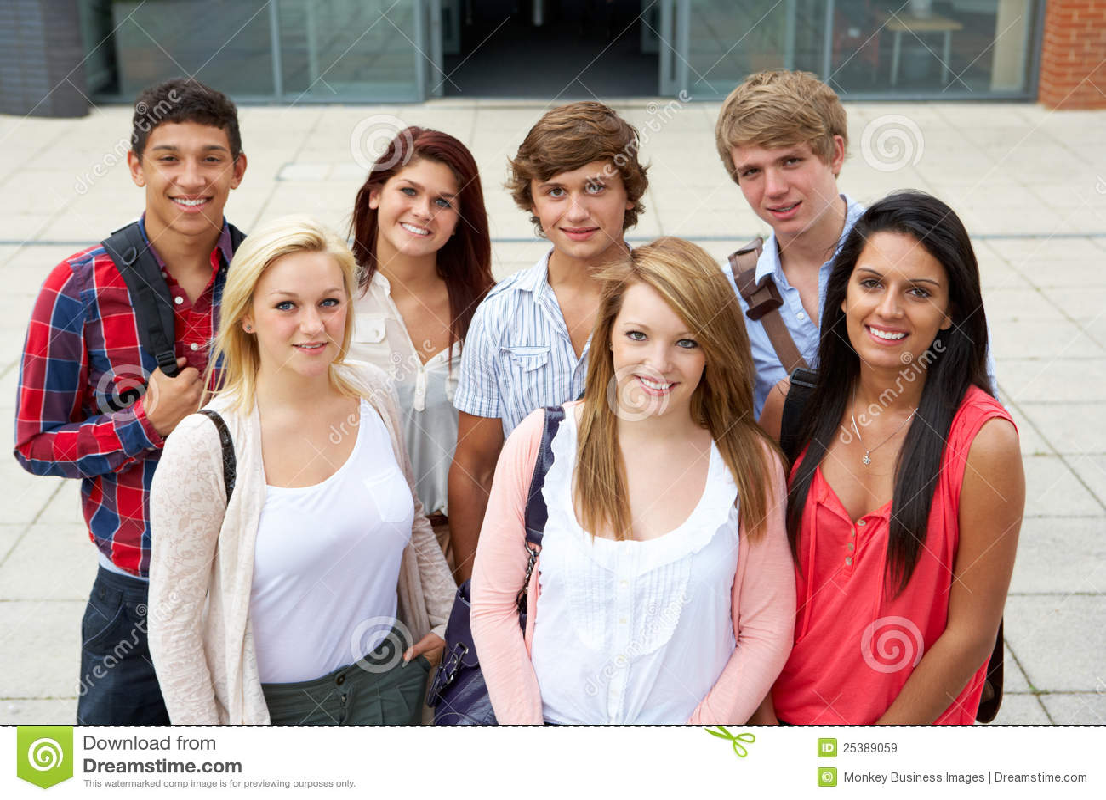Estudiantes fuera de la universidad