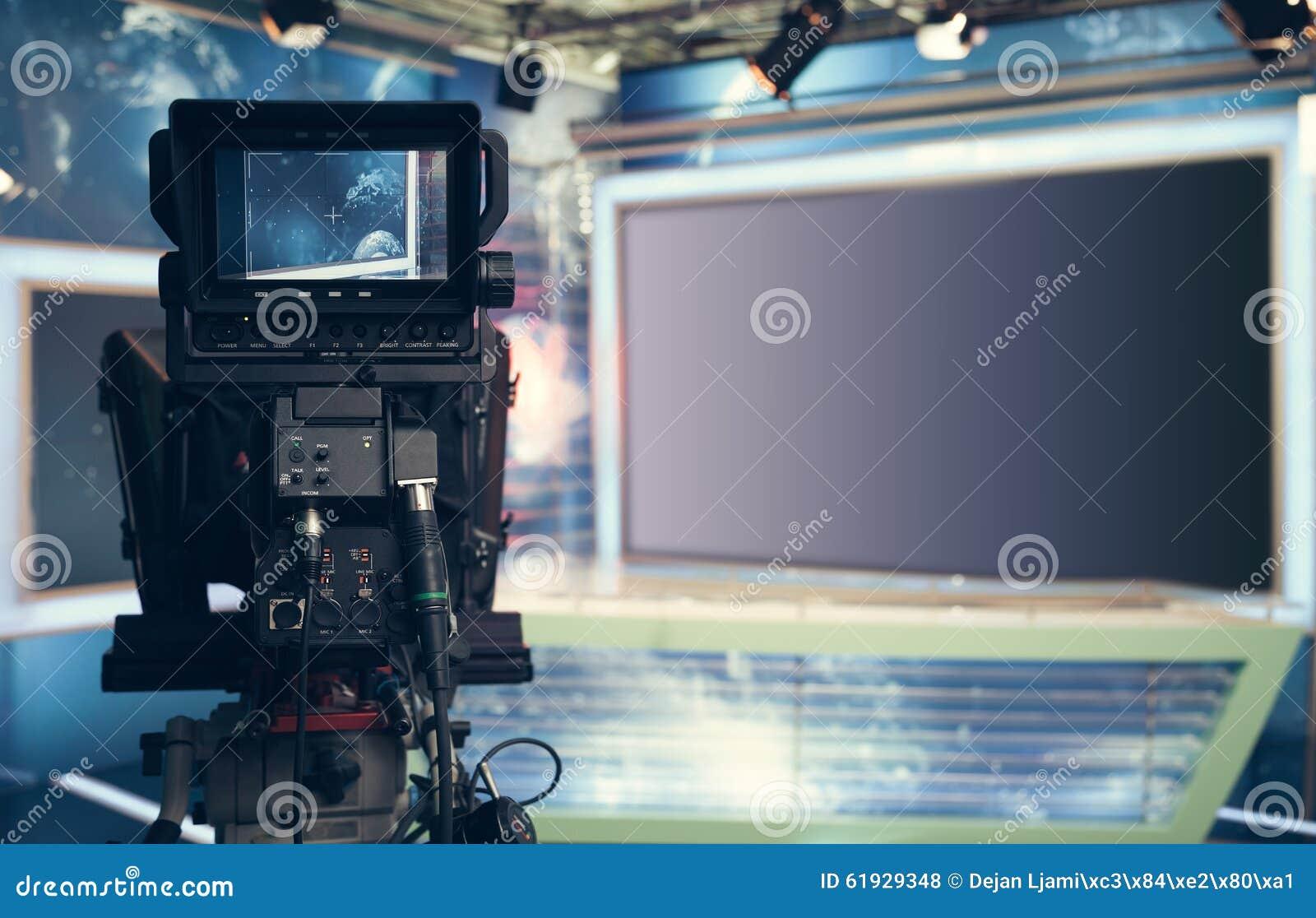 Estudio de la televisión con la cámara y las luces - NOTICIAS de registración de la TV