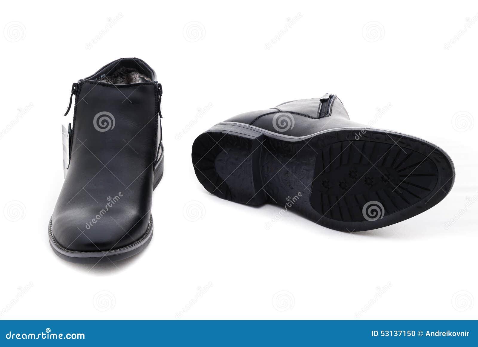 9dff7500da El estudio tiró de pares de zapatos para hombre clásicos Aislado en el fondo  blanco