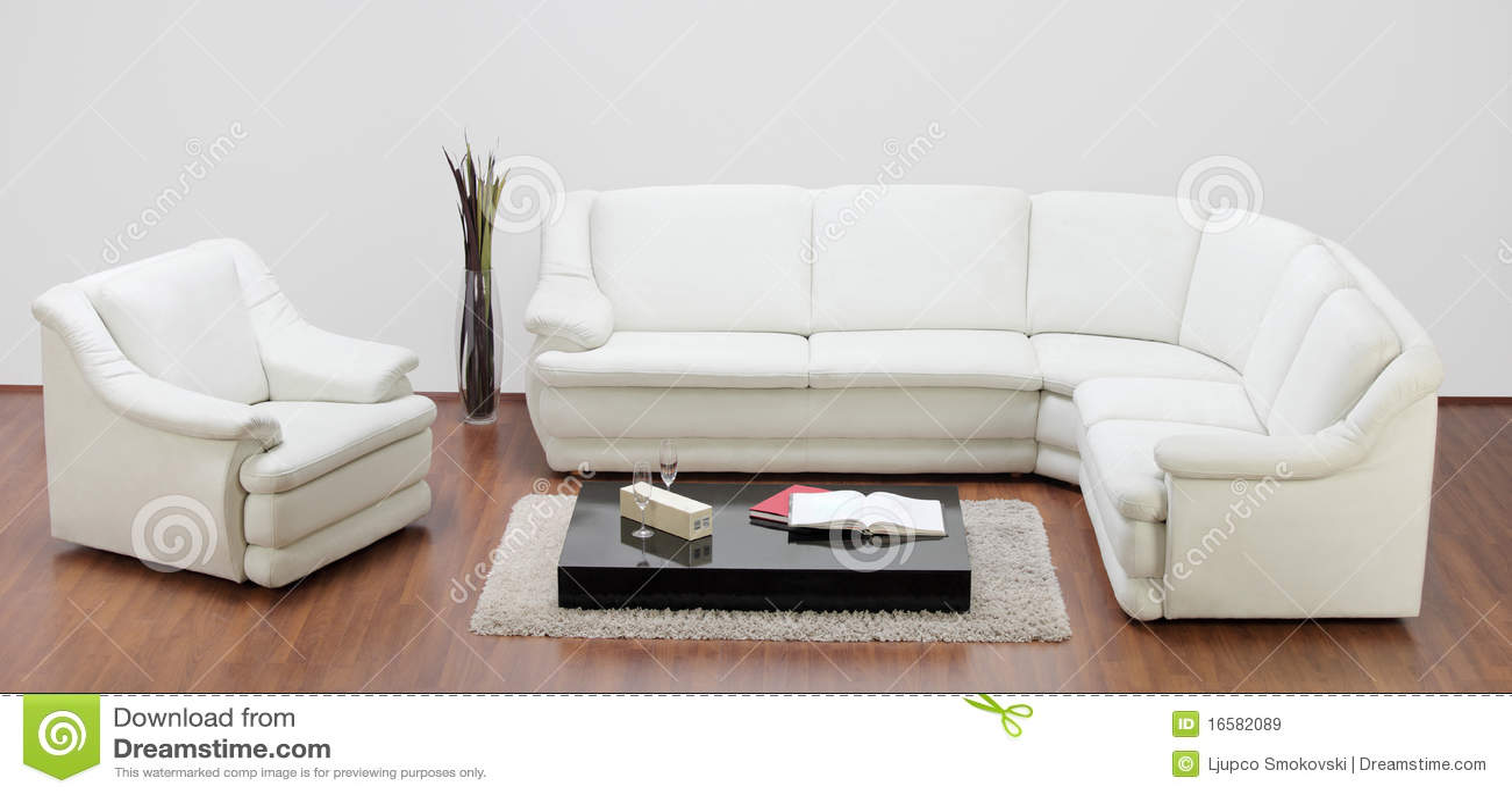 Estudio tirado de muebles blancos im genes de archivo - Muebles coloniales blancos ...