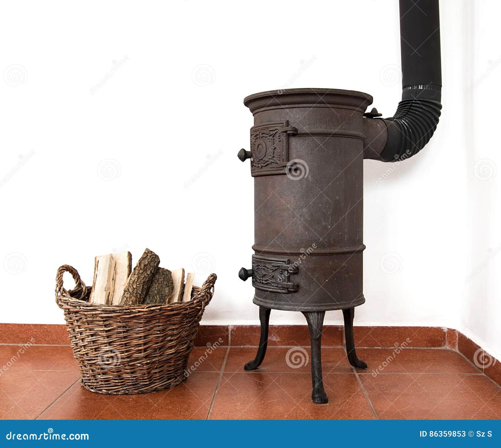Estufa de cocinar de la casa del vintage en una cocina - La casa vintage ...