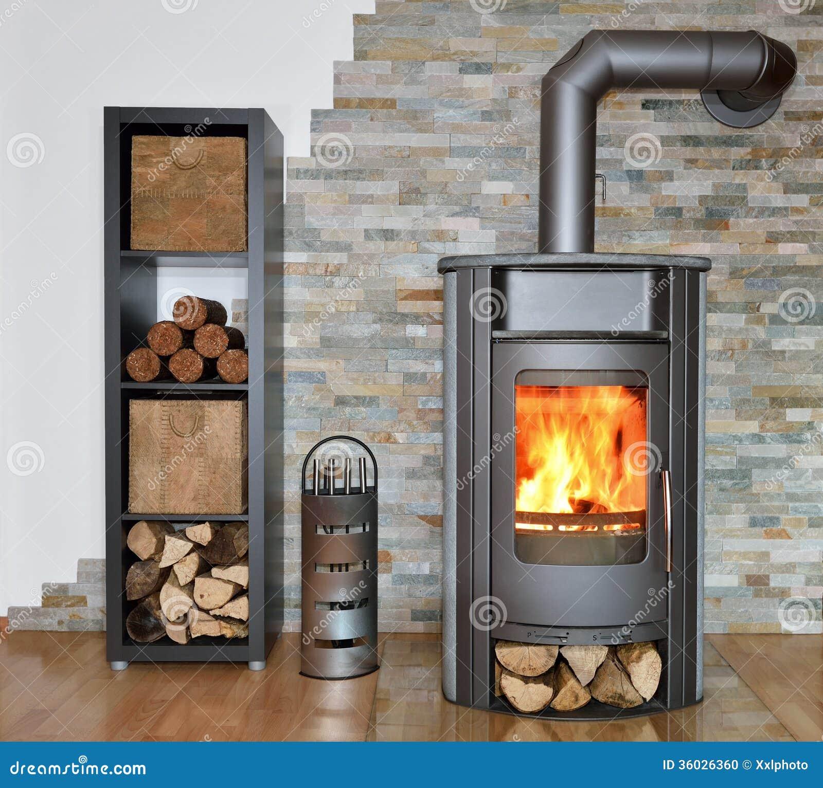 Estufa encendida madera foto de archivo imagen de - Foto estufa ...
