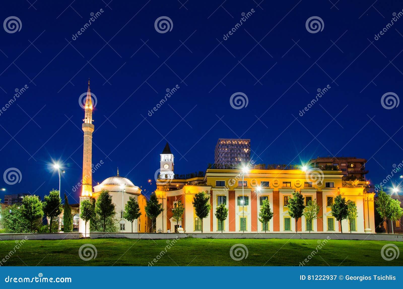 Et `-boord Bey Mosque in Skanderbeg-Vierkant, Tirana - Albanië