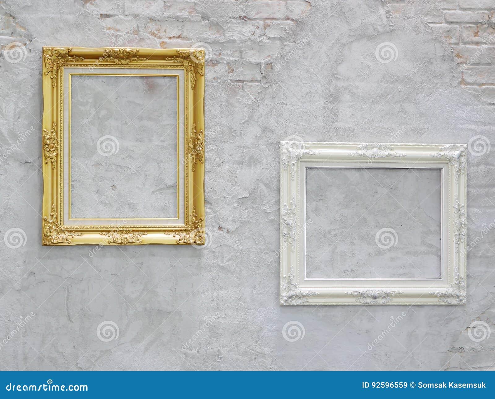 or et cadre de tableau blanc sur le mur illustration stock