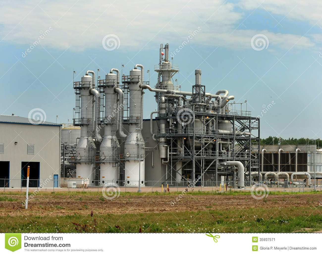 ethanol plant distillation towers stock image image 35937571. Black Bedroom Furniture Sets. Home Design Ideas