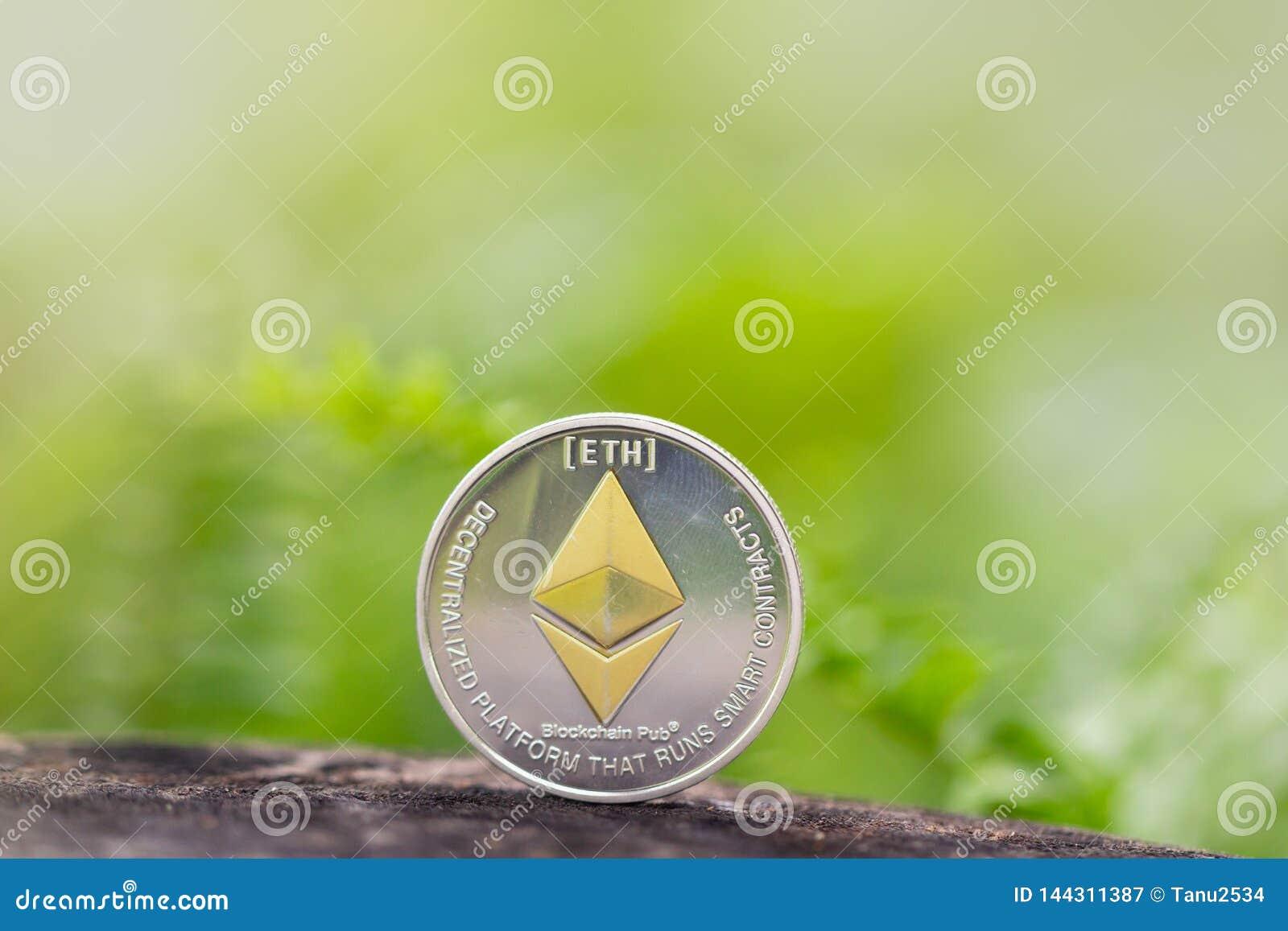 EthereumETH è una piattaforma decentralizzata che esegue i contratti astuti