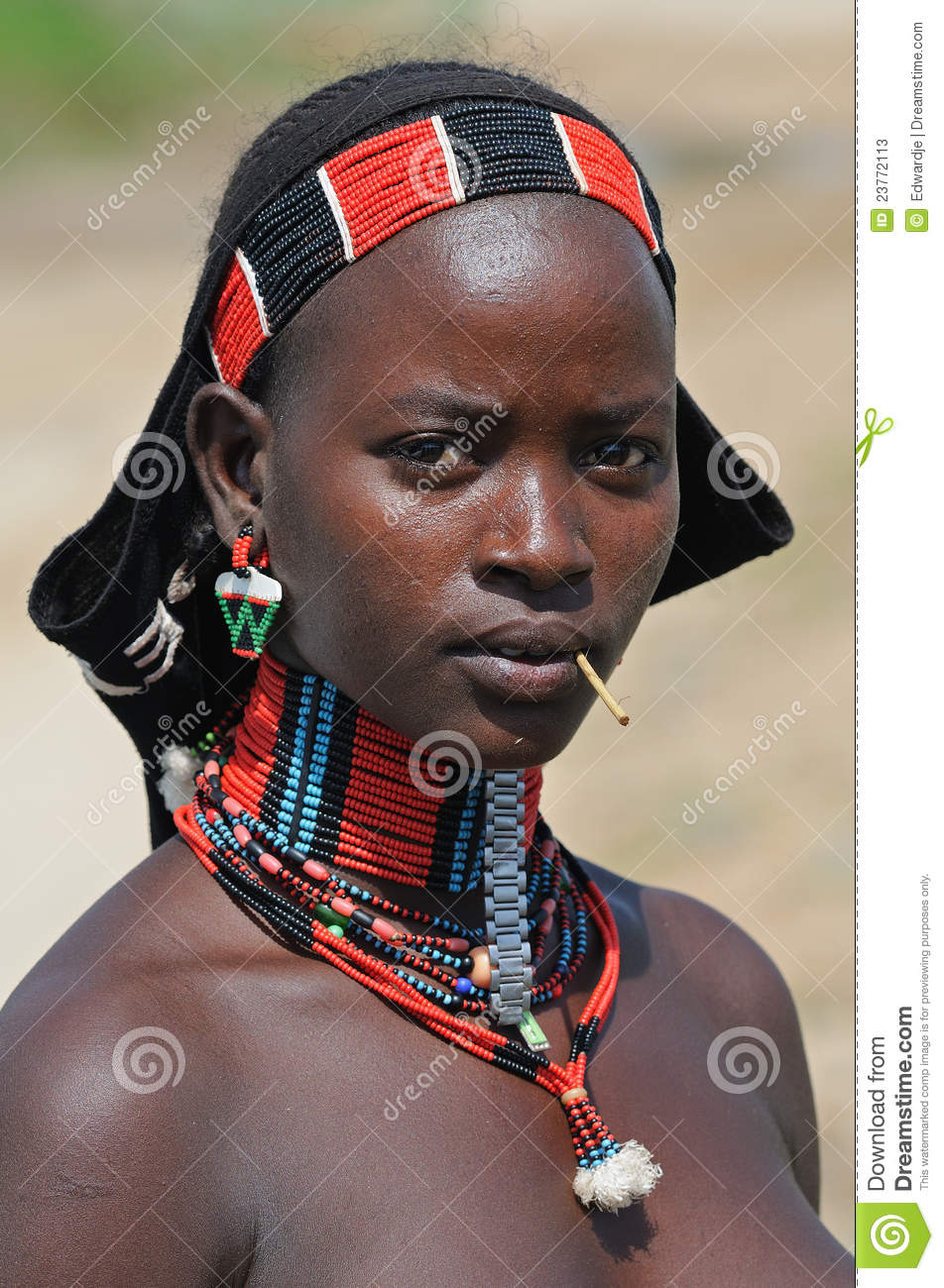 Portrait of a young Benna woman near the town of Turmi, South Ethiopia ...
