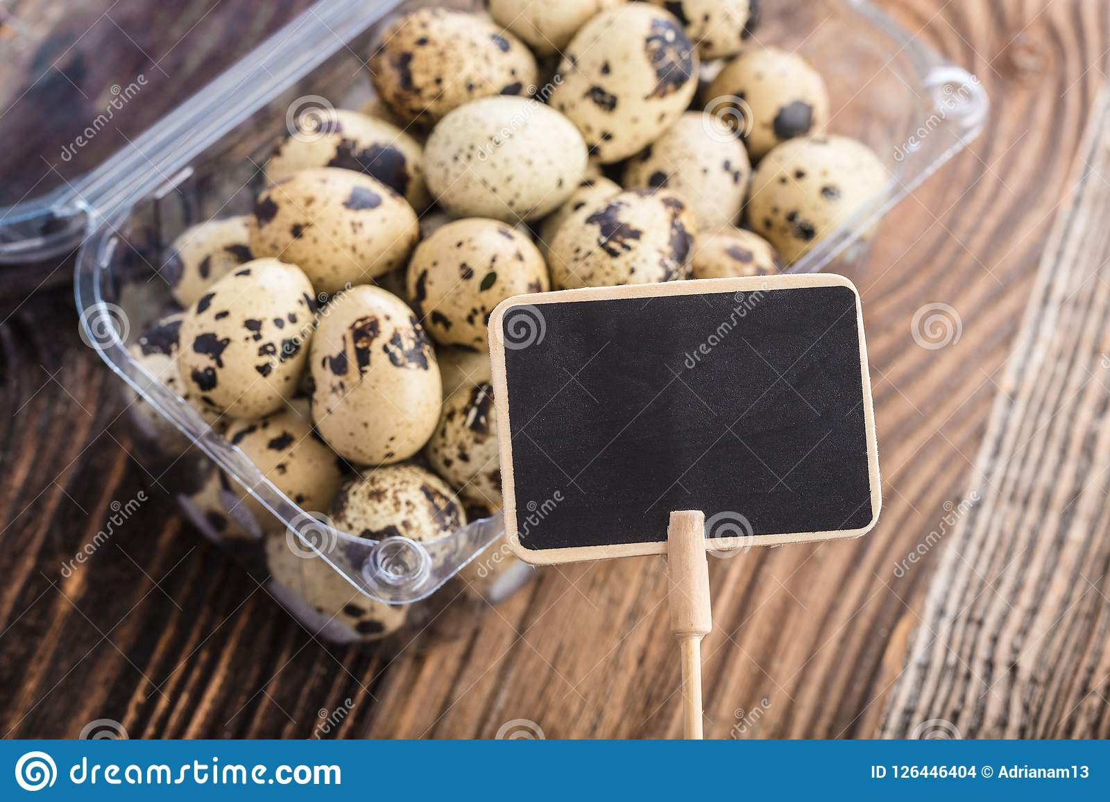 Etichetta premiata con le uova di quaglia