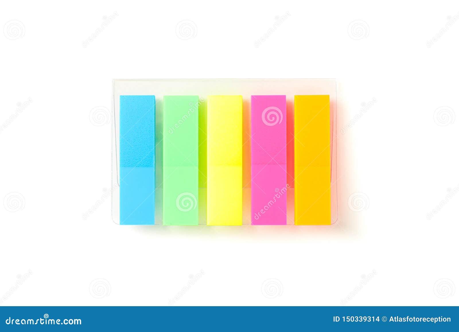 Etiquetas engomadas del color en el empaquetado transparente aisladas