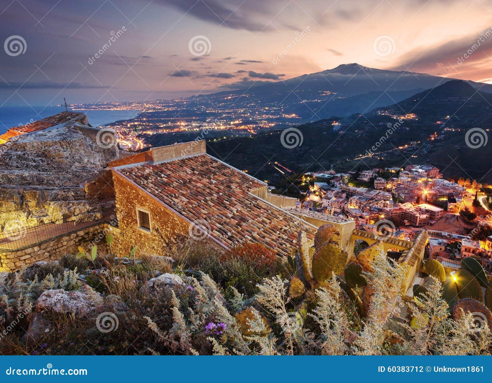Etna zet gezien van Taormina op