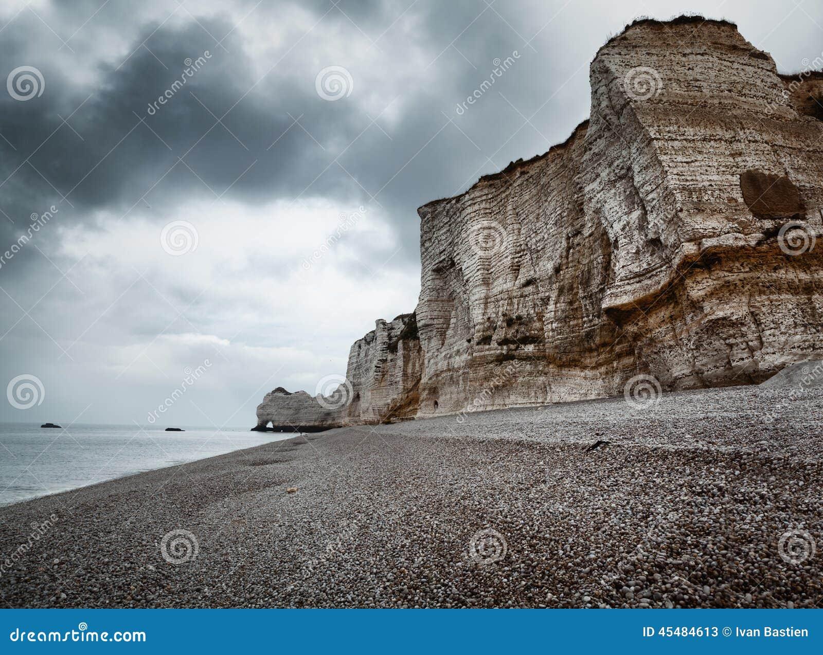 Etretat峭壁和海滩在诺曼底,法国