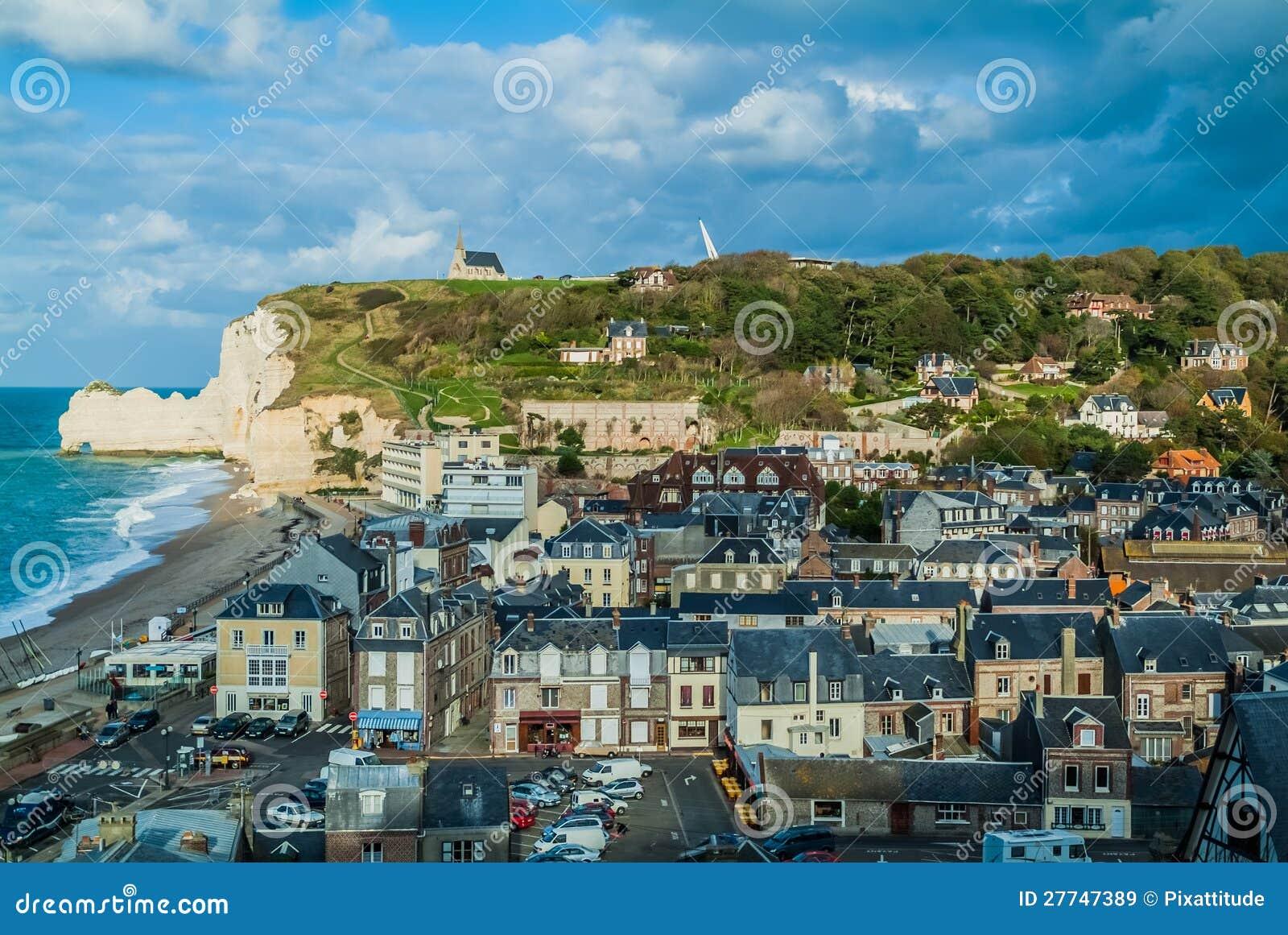 Etretat Strand Im Normandie Frankreich Redaktionelles Stockbild Bild Von Normandie Frankreich 27747389