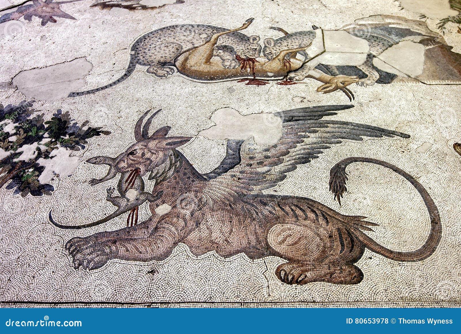 Ett avsnitt av bysantinska 5th århundrademosaiker från den stora slottmosaiken på Istanbul det mosaiska museet i Istanbul i Turki