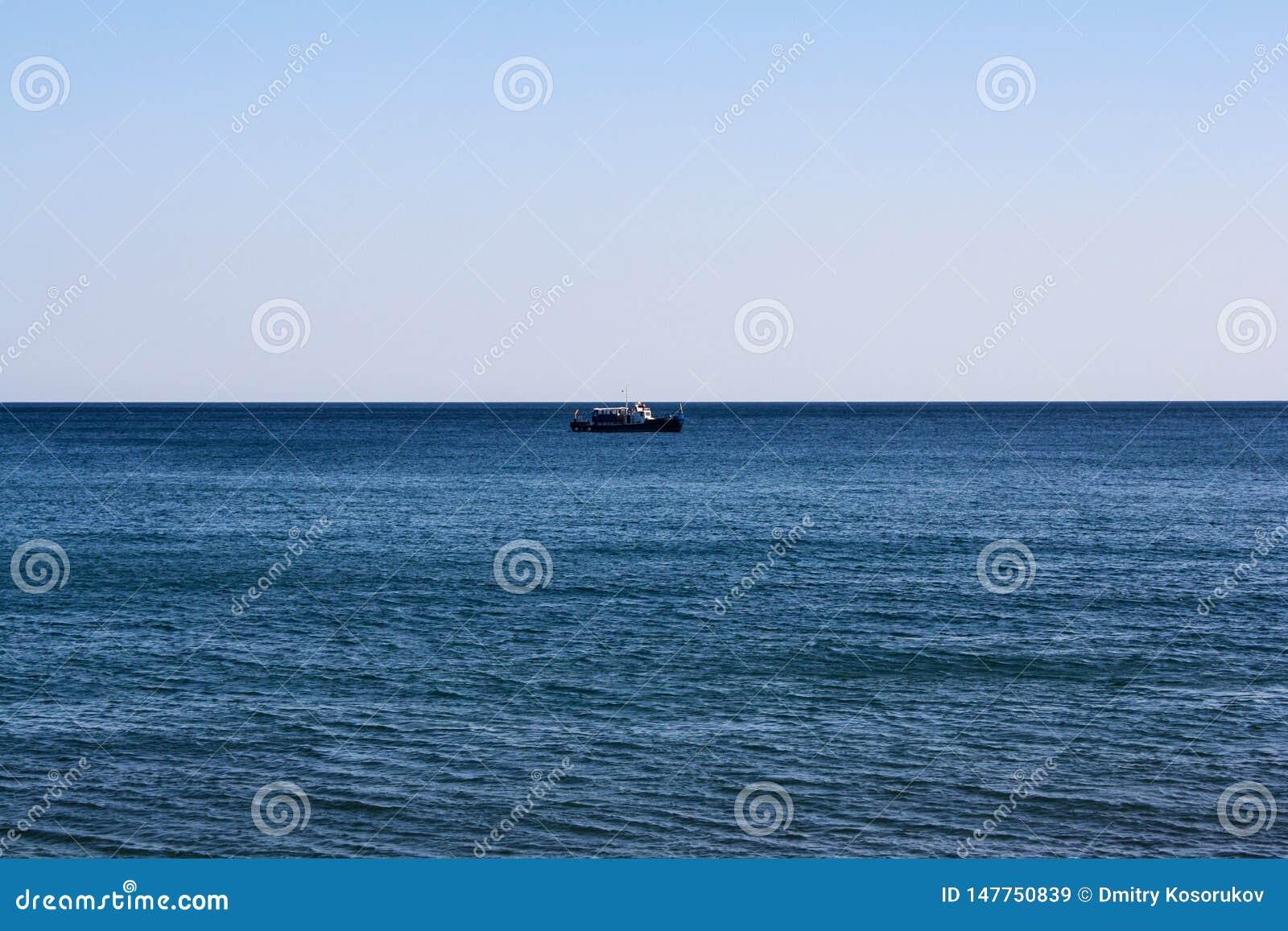 Ett ensamt skepp på havshorisonten
