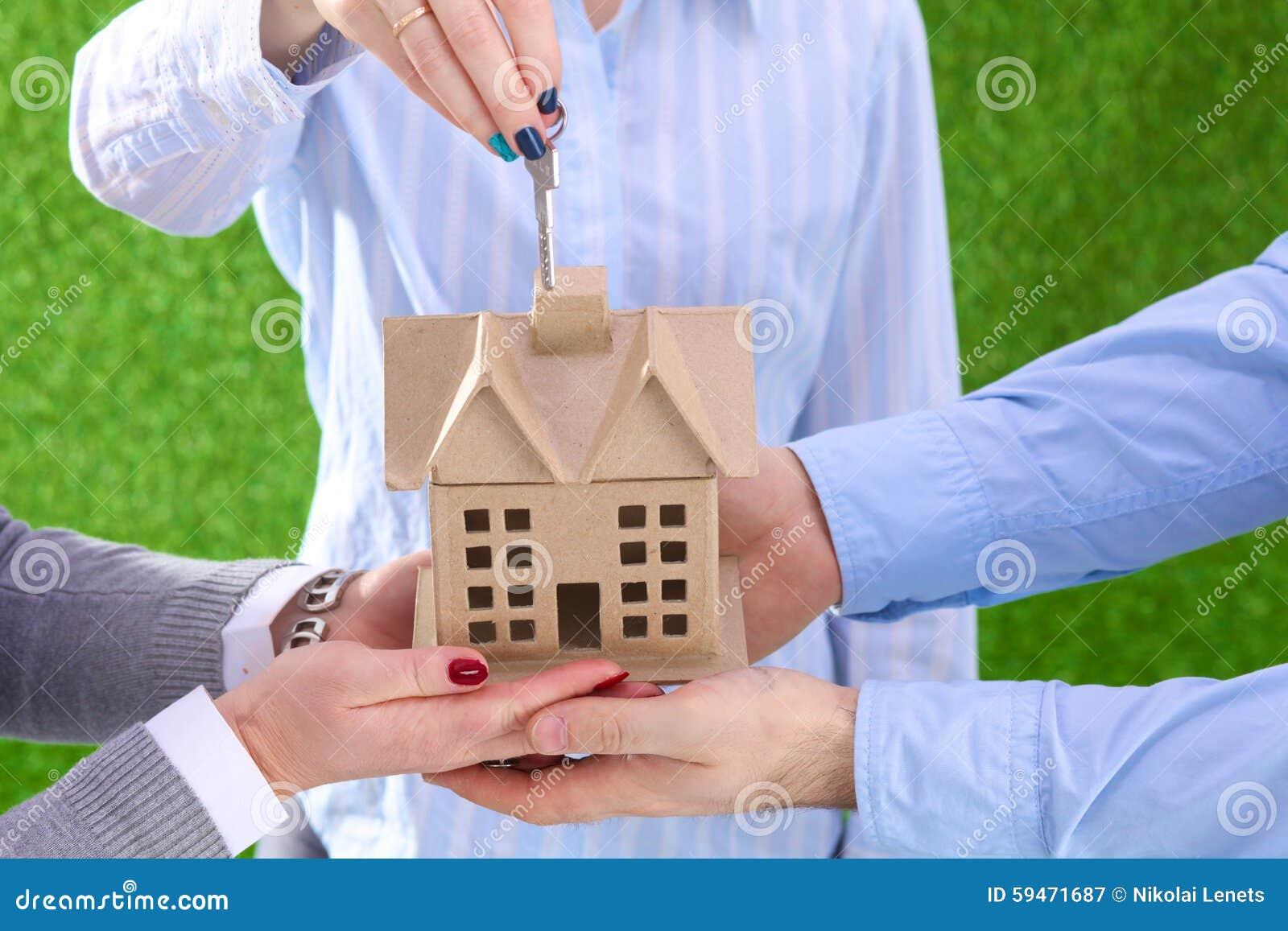 Ett medel för egenskap med ett hus och en tangent